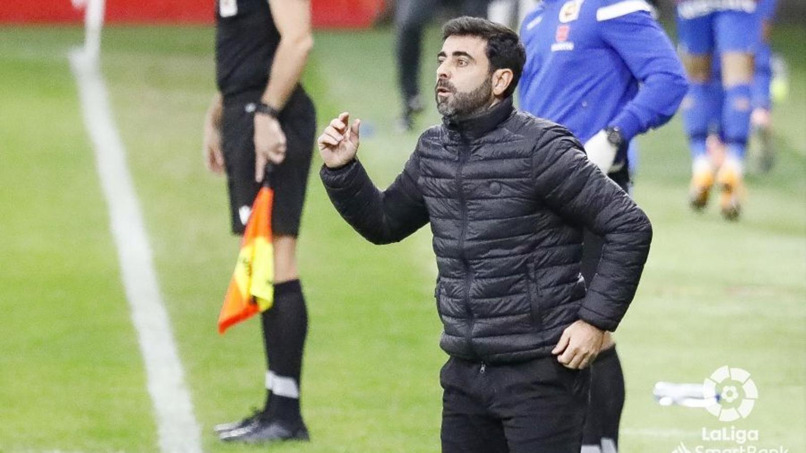 David Gallego, dirigint un partit amb l'Sporting