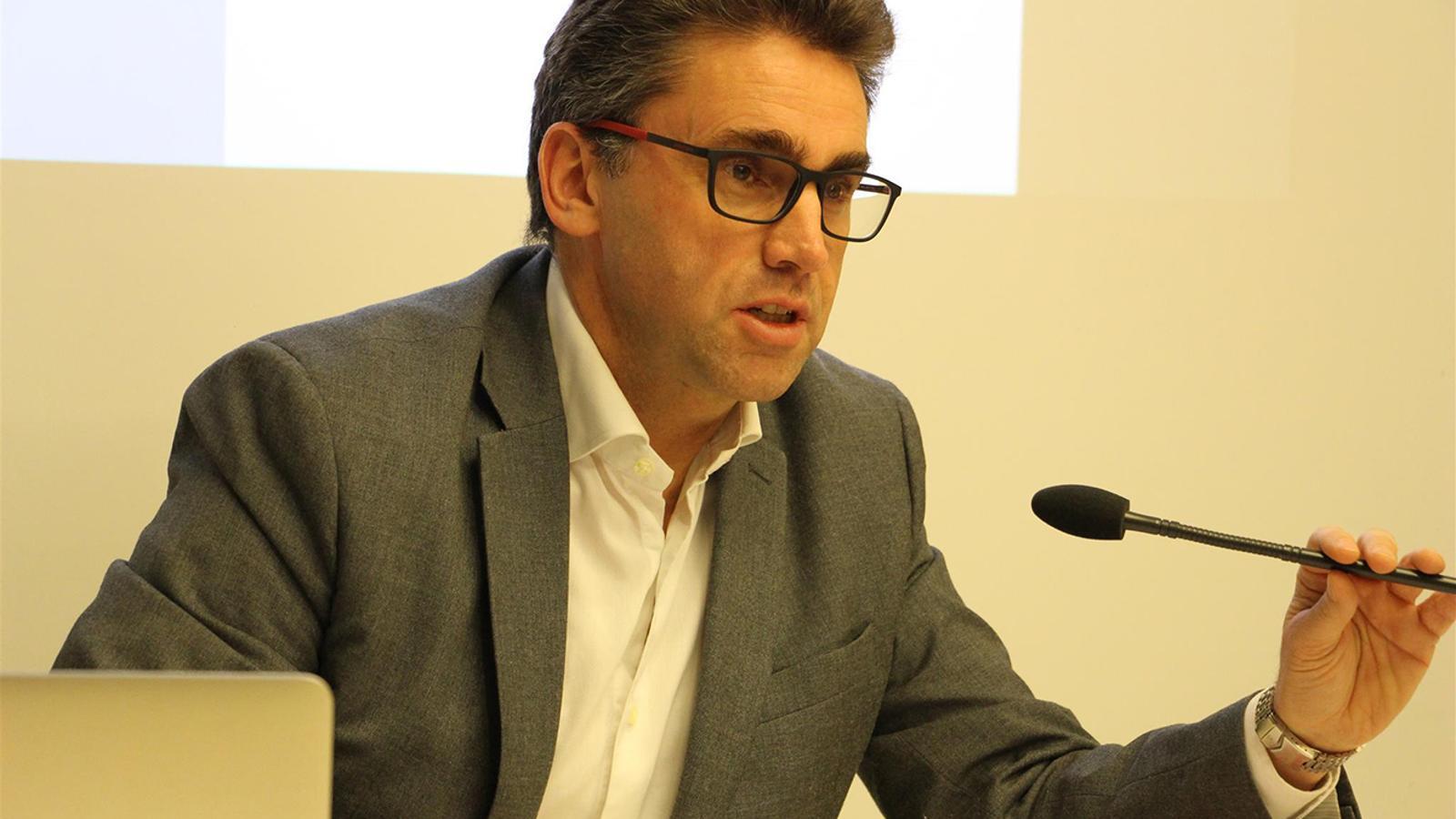 El portaveu d'Andorra Telecom, Carles Casadevall, durant la roda de premsa d'aquest dimecres. / B. N. (ANA)