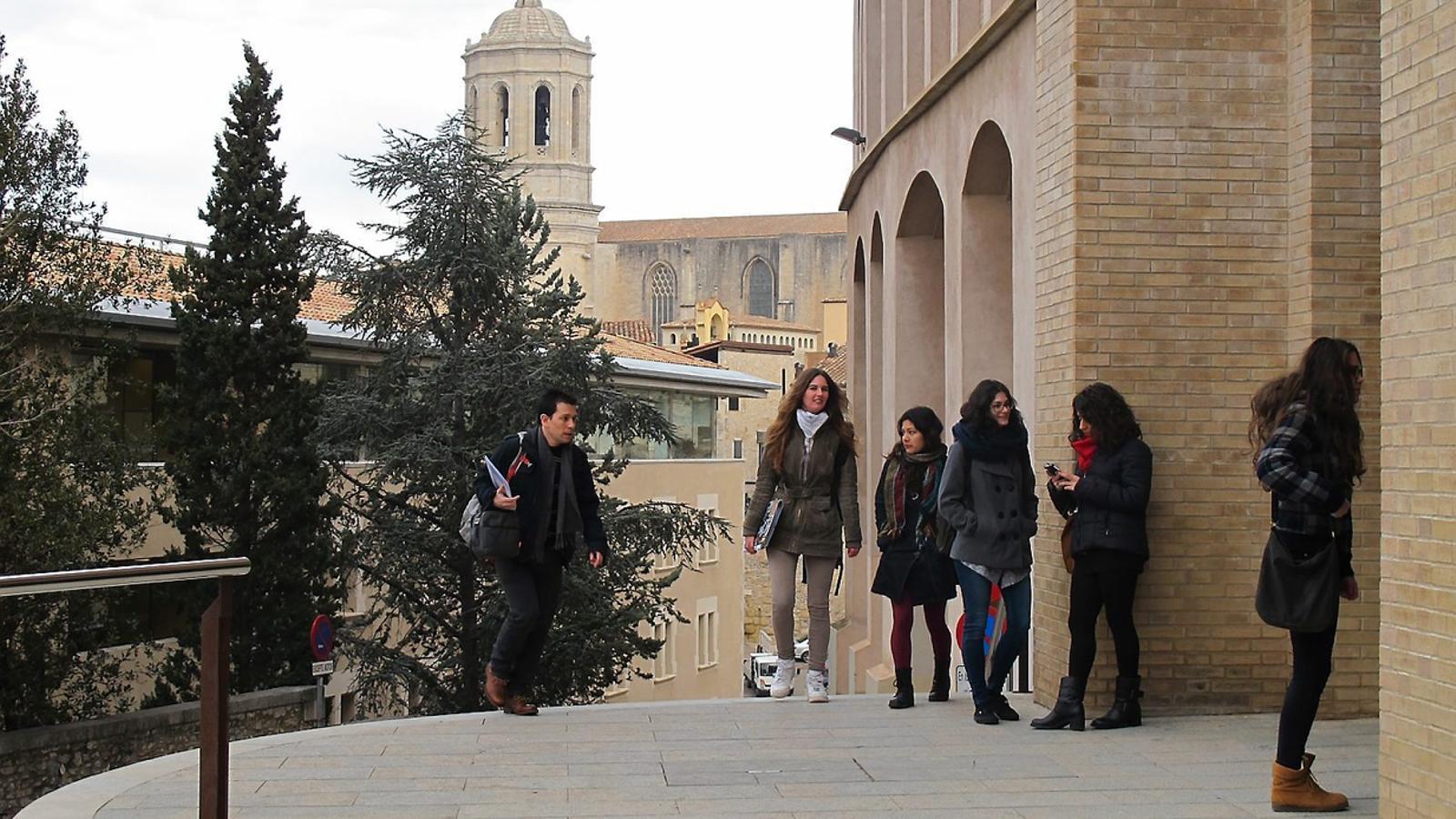 Figueres i salt combaten la fugida d universitaris marta - Pisos barri vell girona ...