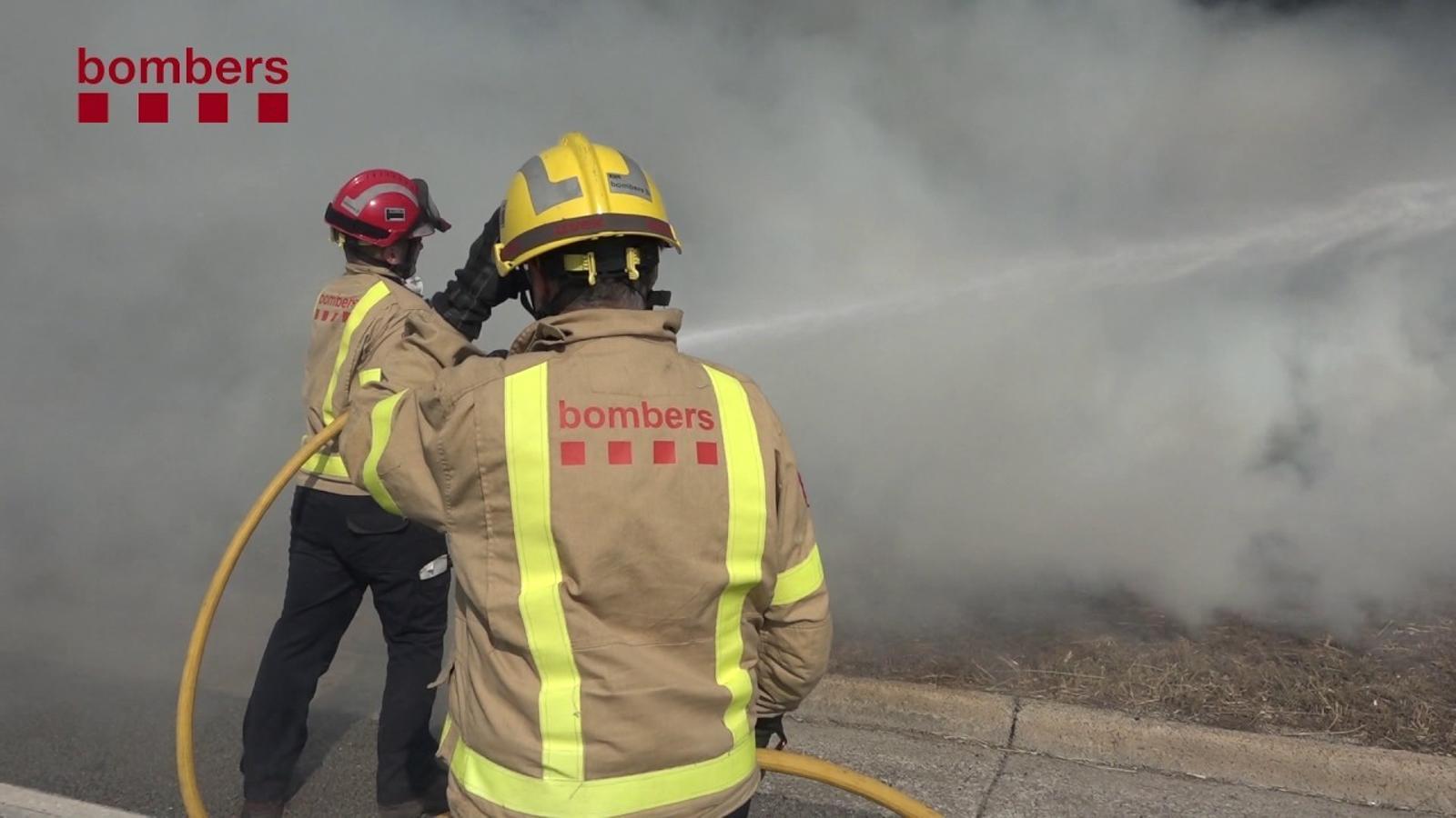 Imatges de l'incendi de Sant Fruitós de Bages difoses pels bombers