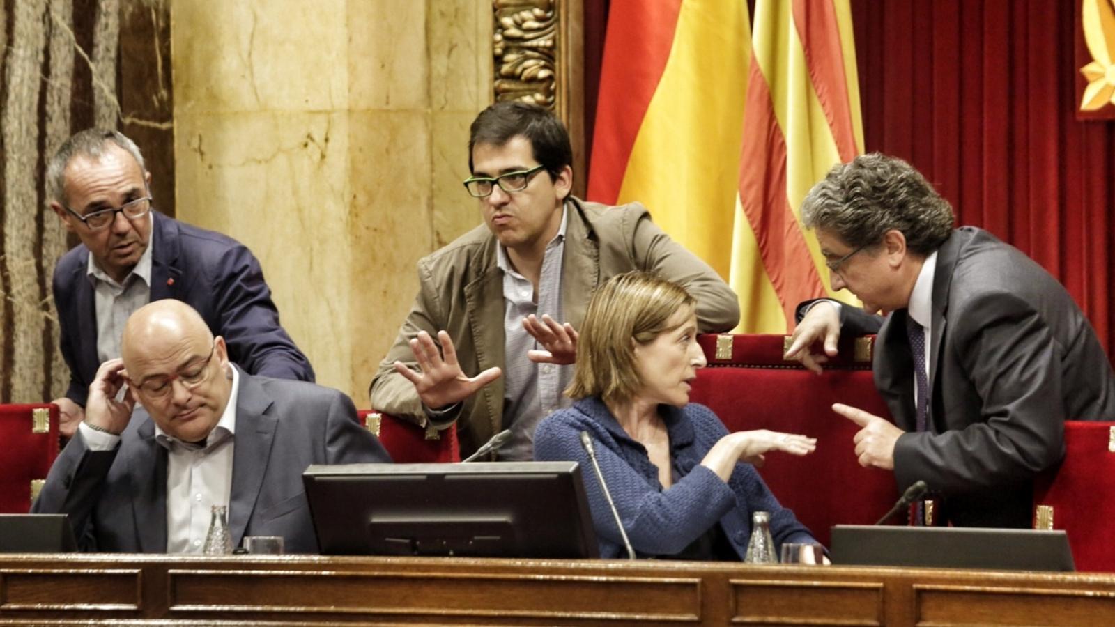 La Mesa del Parlament, discutint ahir sobre la votació de les conclusions del procés constituent