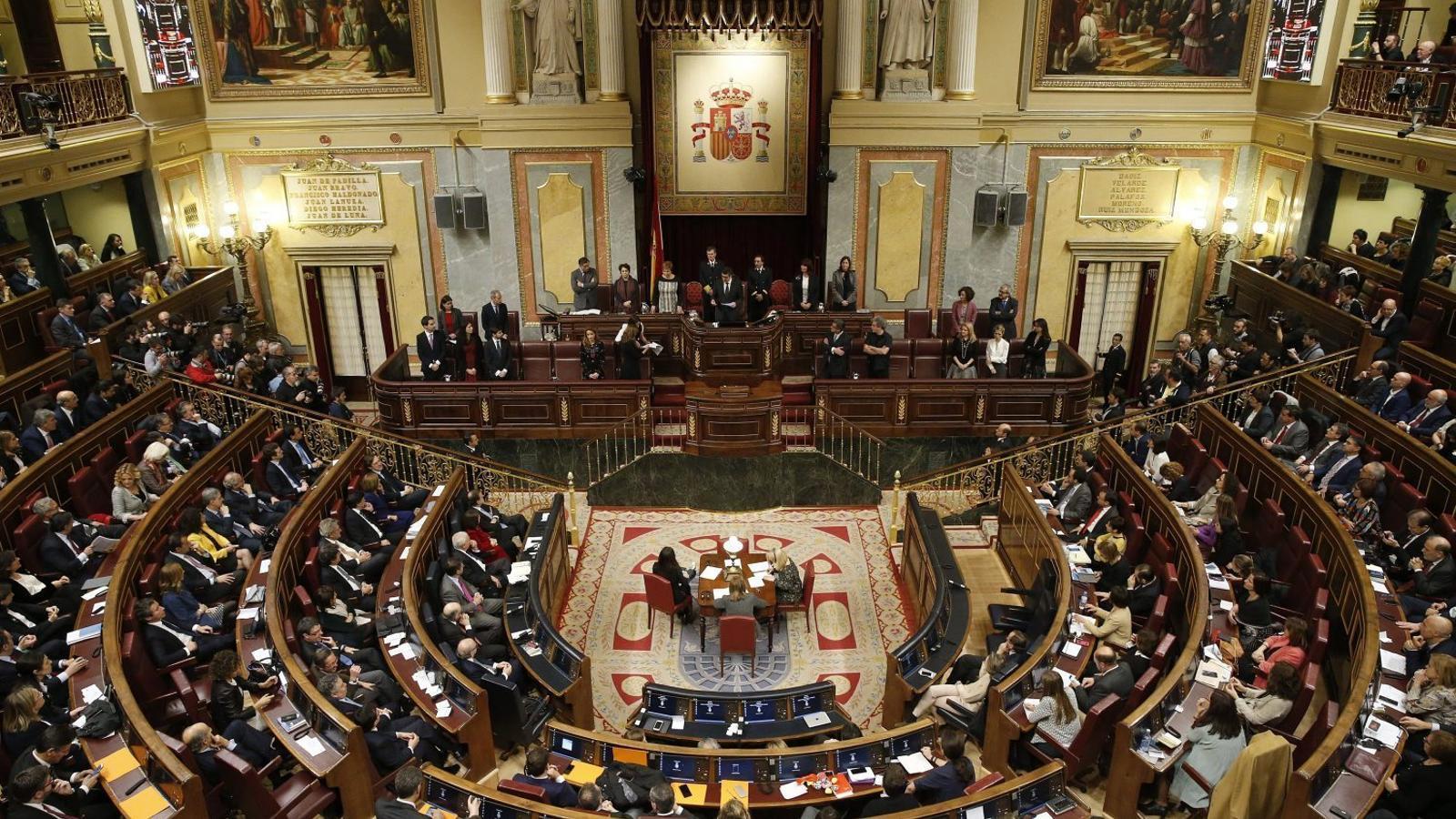 La sobirania del poble espanyol recau en el Congrés dels Diputats, en teoria, segons la Constitució espanyola.