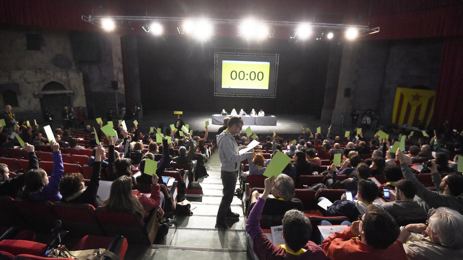 L'assemblea  de Cervera va aprovar reobrir el debat sobre les europees.