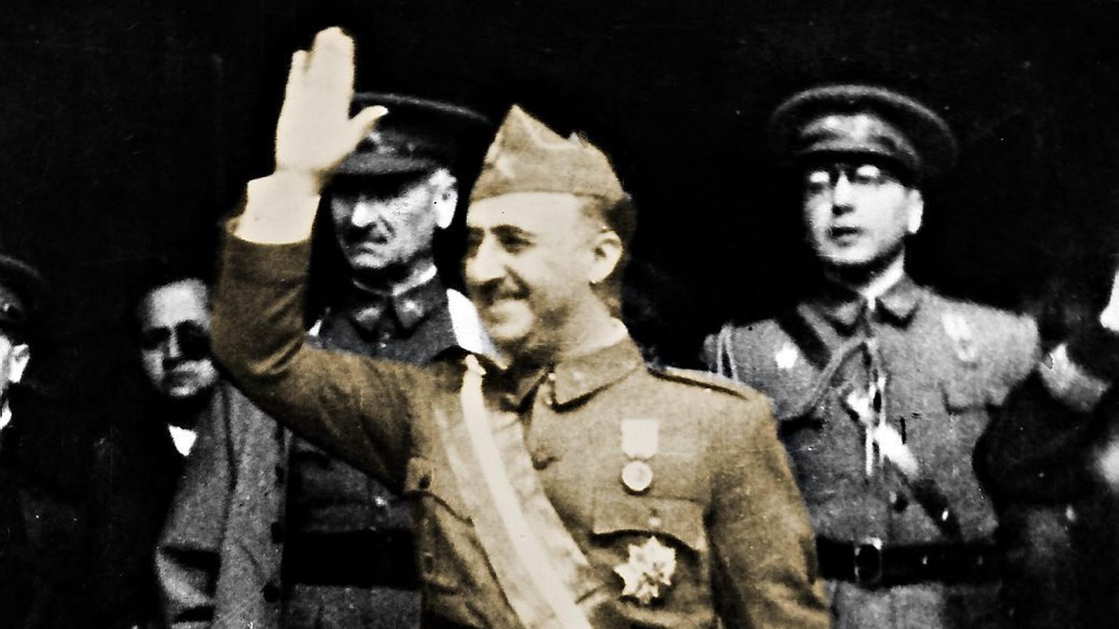 Accés públic als papers de Defensa, la Fundació Francisco Franco i la Falange