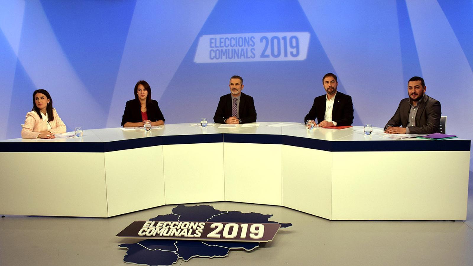 Laura Mas (En Comú per Encamp), Esther Vidal (Agrupament Encampadà), David Rios (PS+Independents) i Santiago González (Terceravia+ Independents) moments abans de l'inici del debat. / M. F.