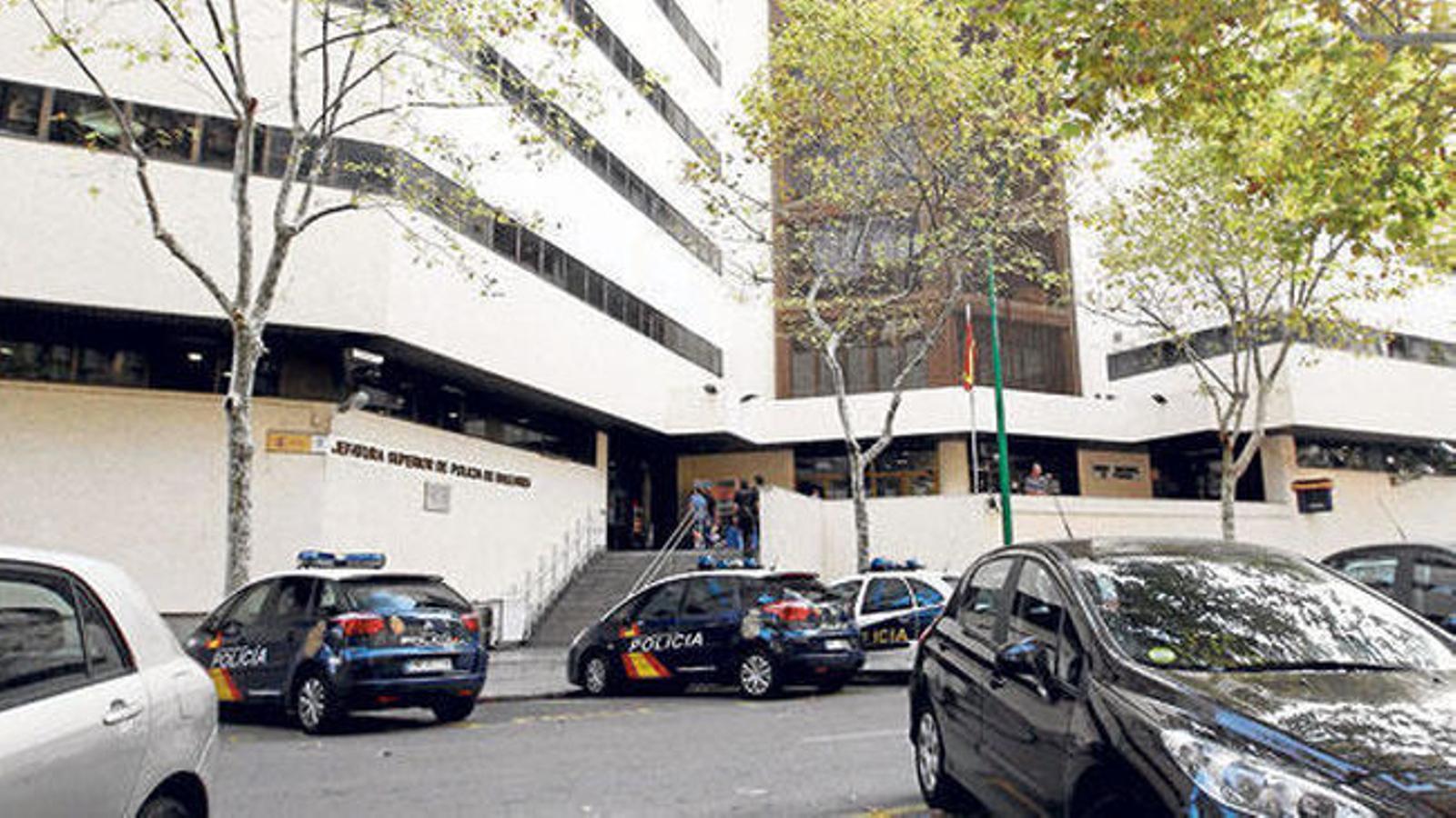 La Policia va detenir el sospitós quan va denunciar que no podia entrar a l'habitatge.