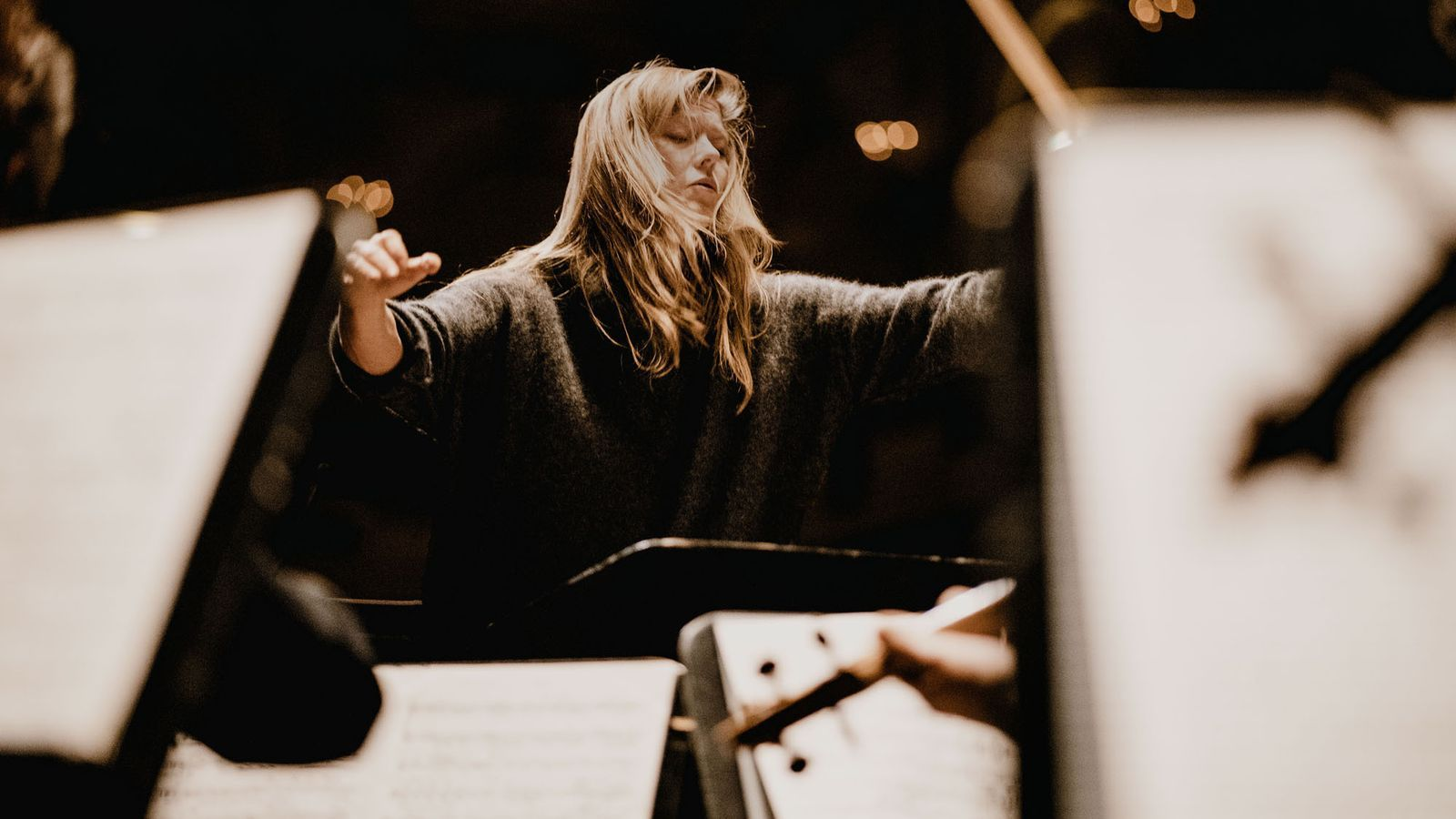 La directora i soprano Barbara Hannigan durant un concert