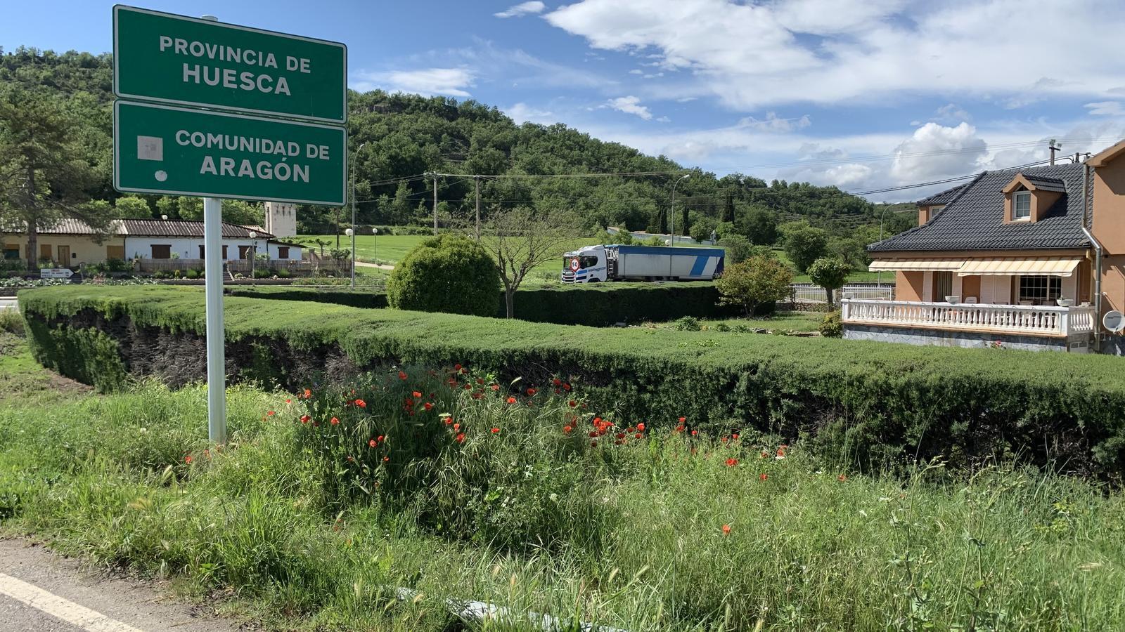 La frontera entre Catalunya i l'Aragó al mig del Pont de Montanyana. / G.L.