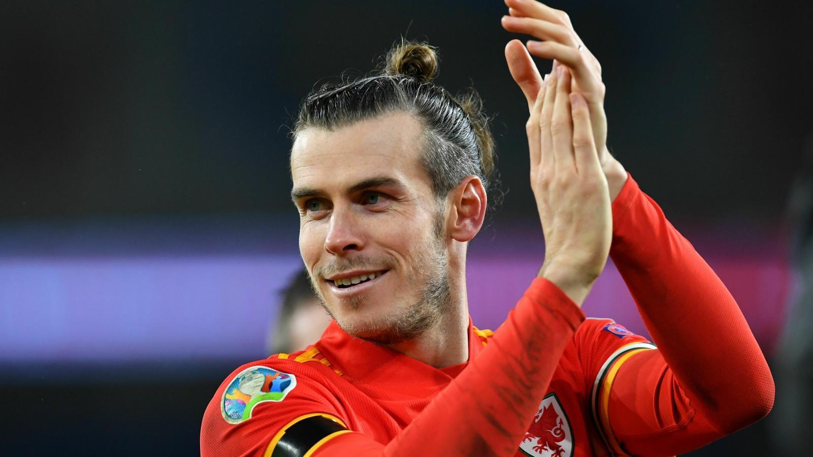 El davanter de Gal·les, Gareth Bale, celebra la victòria i la classificació després del partit contra Hongria