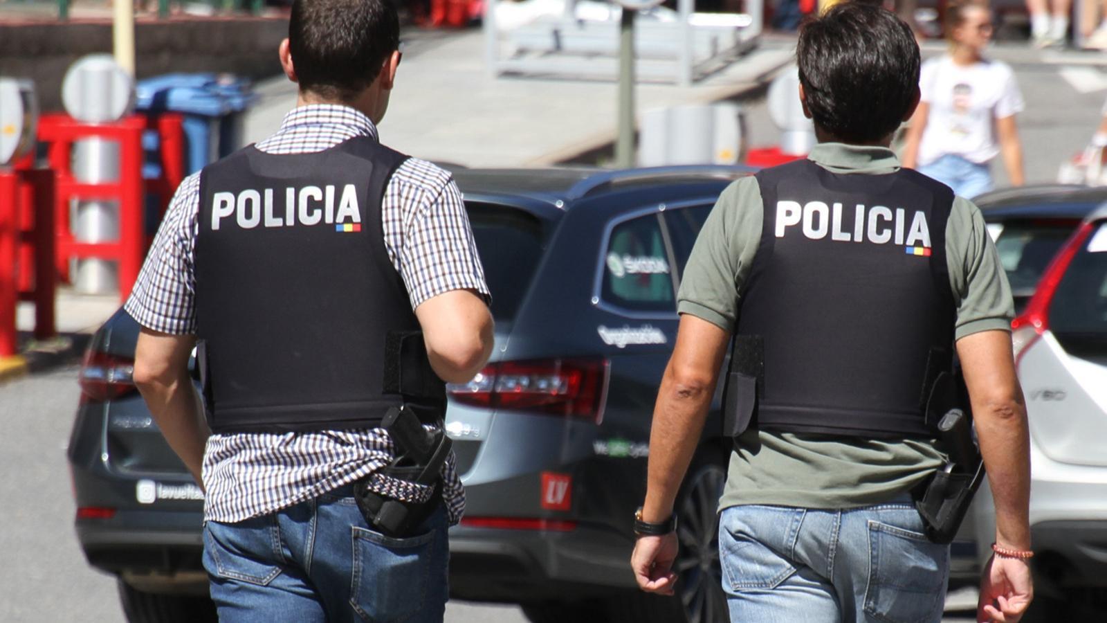 Dos agents de la policia. / TWITTER POLICIA D'ANDORRA