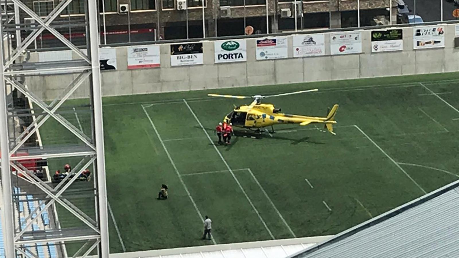 L'helicòpter dels bombers, aquest dimarts al migdia, després d'un dels rescats. / ARA