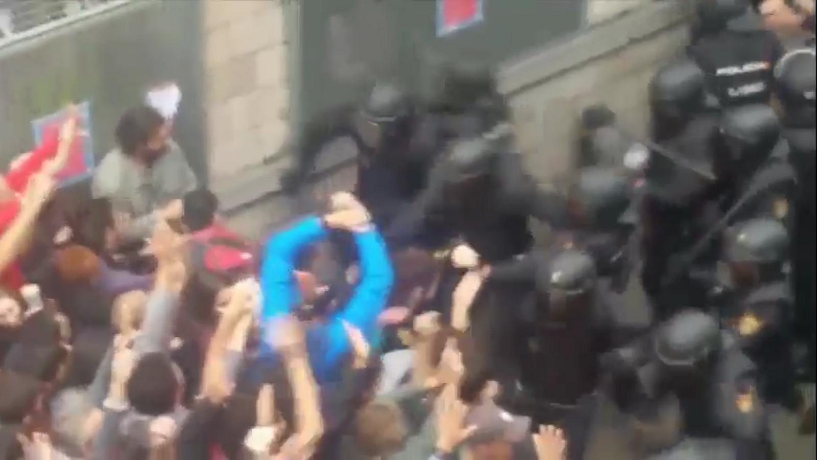 """'Desmuntant Zoido': el vídeo de la Crida que denuncia les """"mentides"""" del ministre sobre l'actuació policial l'1-O"""
