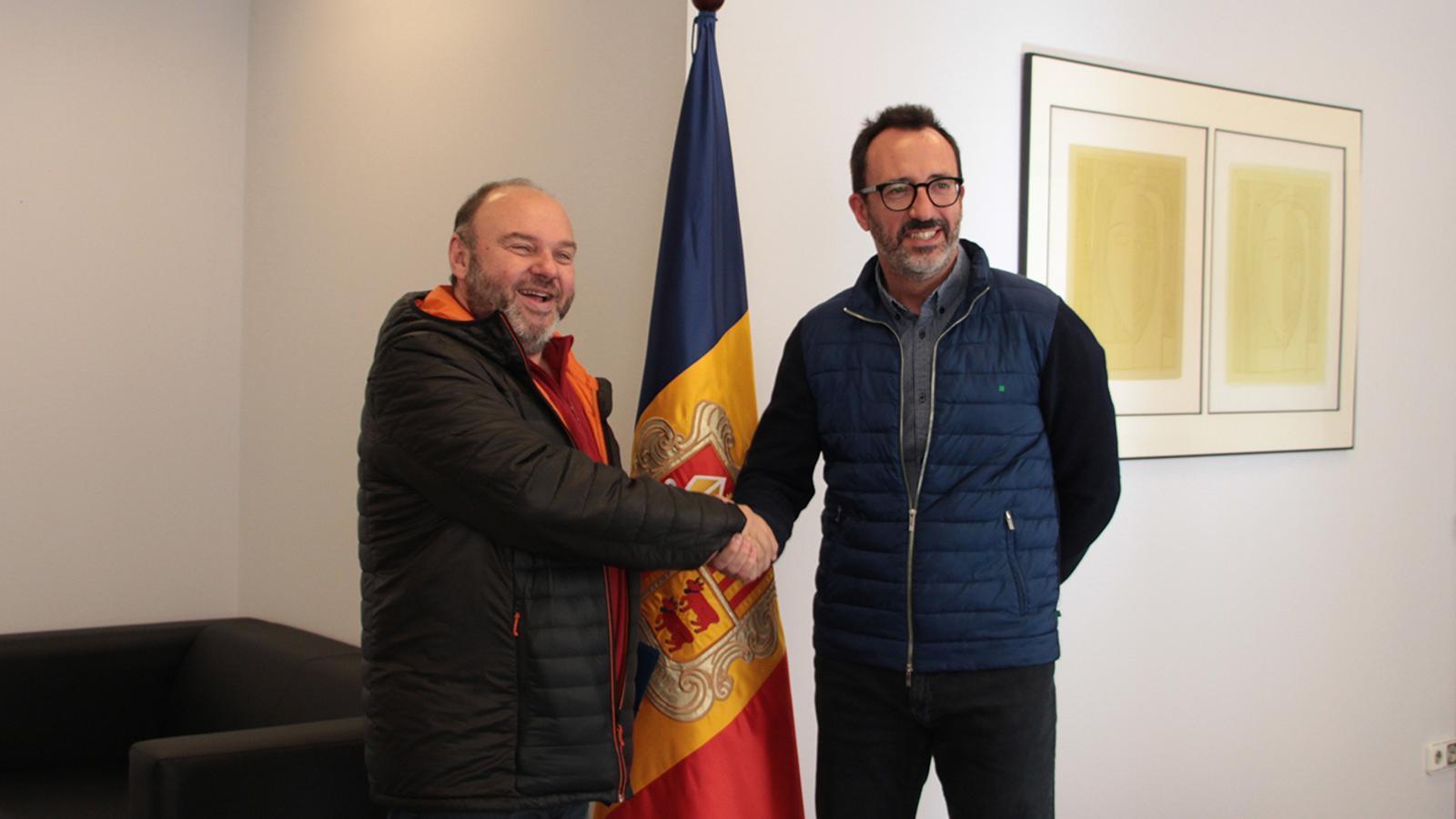 Un moment de la trobada entre el ministre d'Afers Socials, Habitatge i Joventut, Víctor Filloy, amb el secretari general de l'USdA, Gabriel Ubach. / M. F. (ANA)