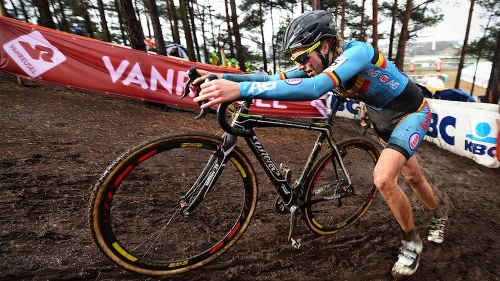 La belga Femke Van den Driessche durant el Mundial de ciclocross