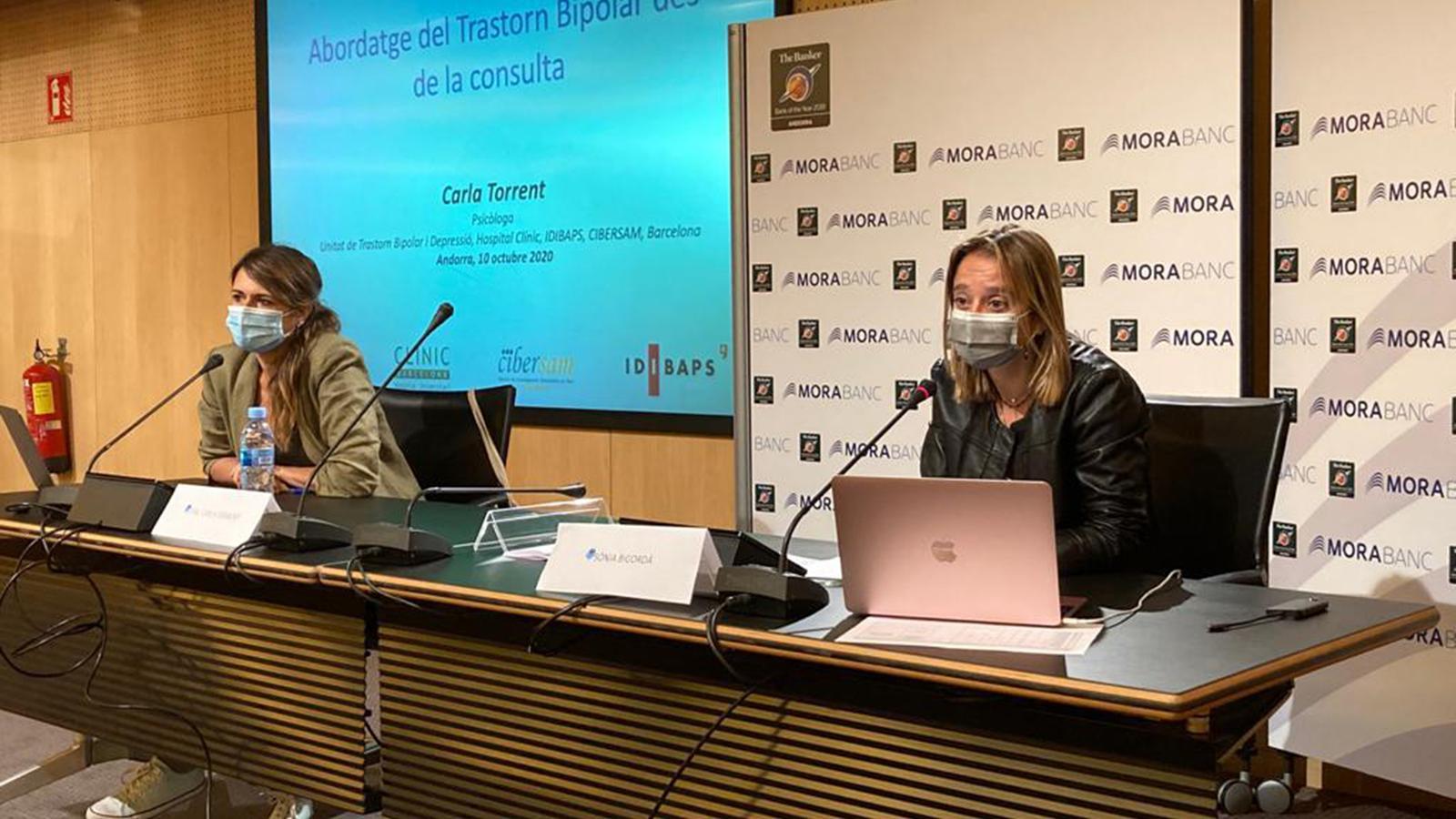 La ponent, Carla Torrent, juntament amb la secretària de la Junta de Govern del COPSIA, Sònia Bigordà, durant la jornada. / ANA