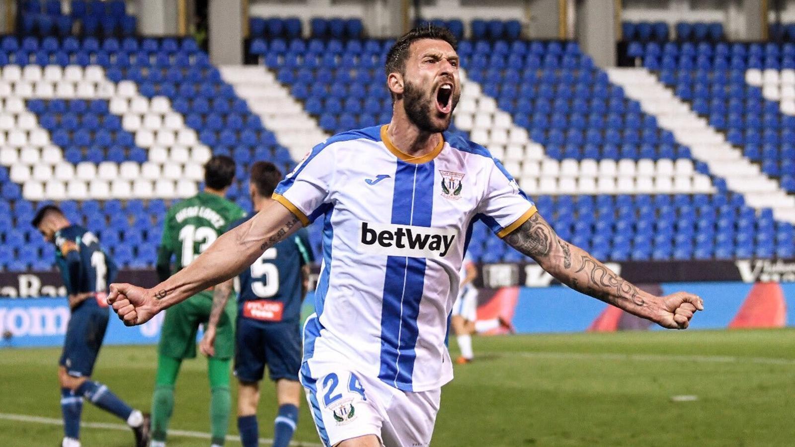 Borja Bastón celebra el primer gol del Leganés a l'Espanyol