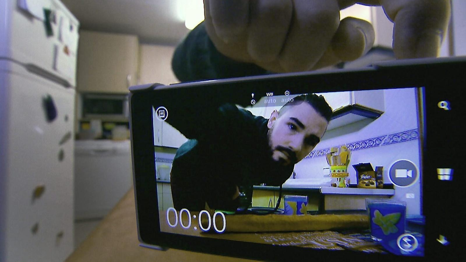 El Dídac, de 27 anys, és un dels protagonistes del capítol de Generació selfie dedicat a l'habitatge.