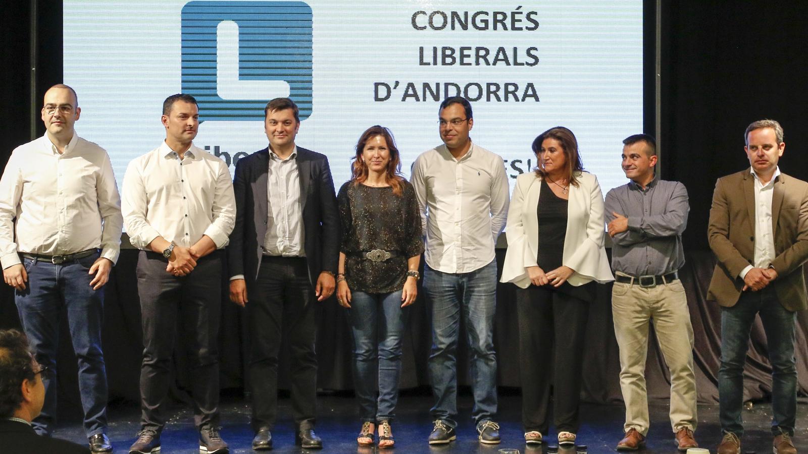 L'executiva liberal, amb Oliver Alís (el segon per la dreta). / LIBERALS D'ANDORRA