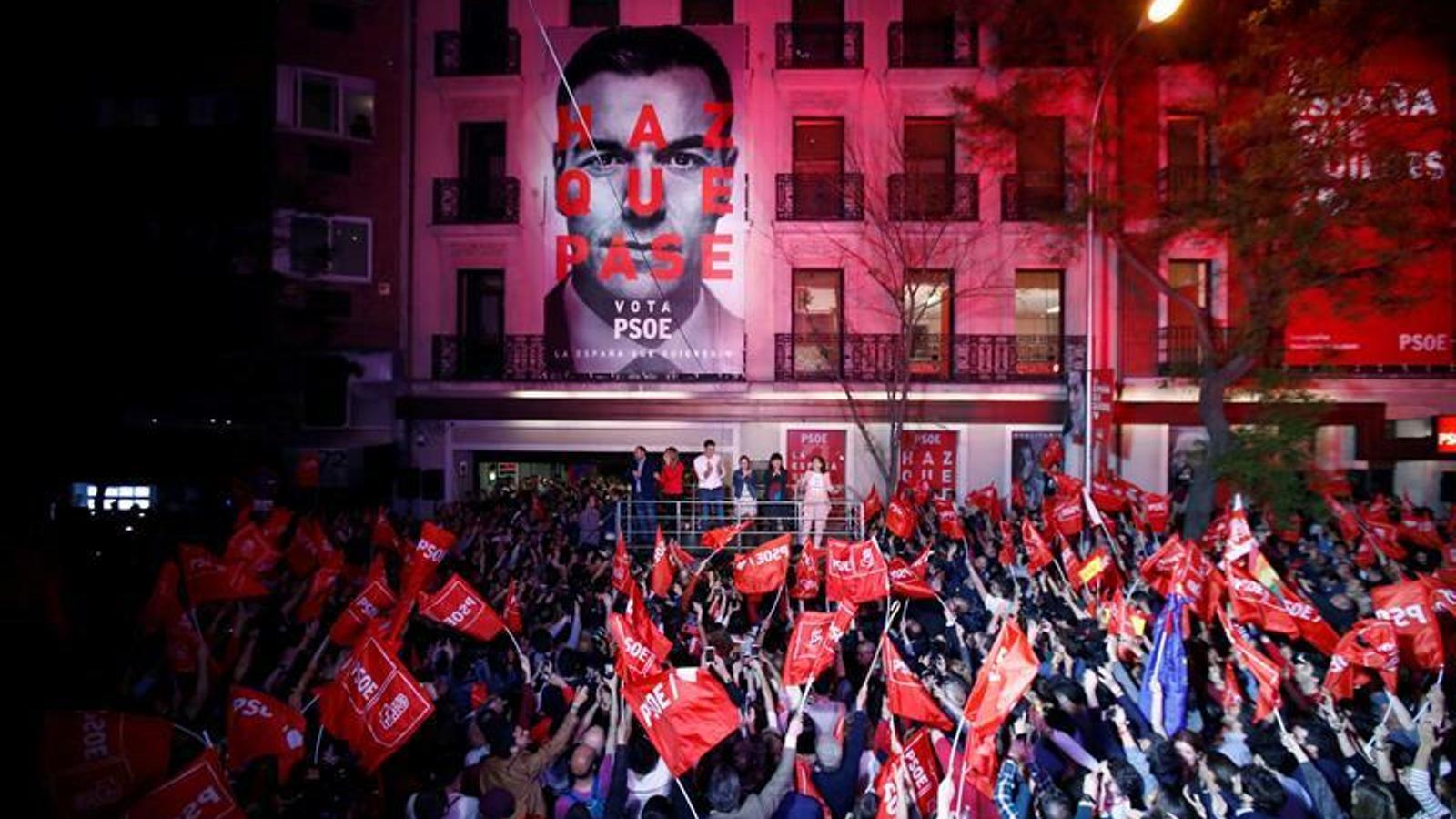 Sánchez para a la derecha y deberá decidir qué España quiere