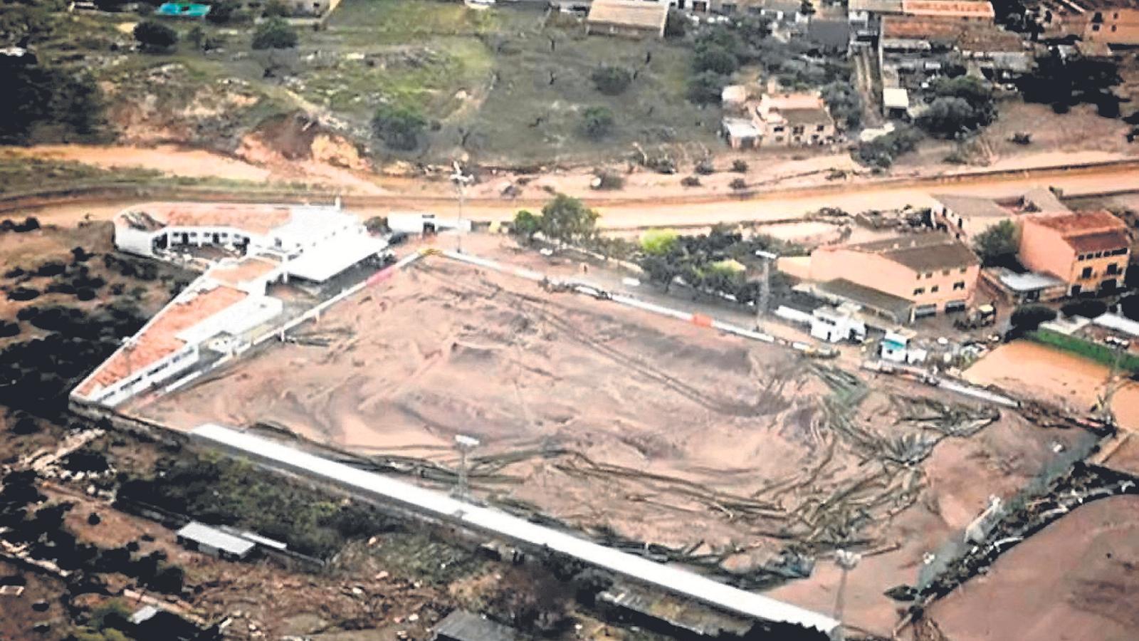 El terreny de joc del CE Cardassar va quedar totalment destrossat per la força de les inundacions