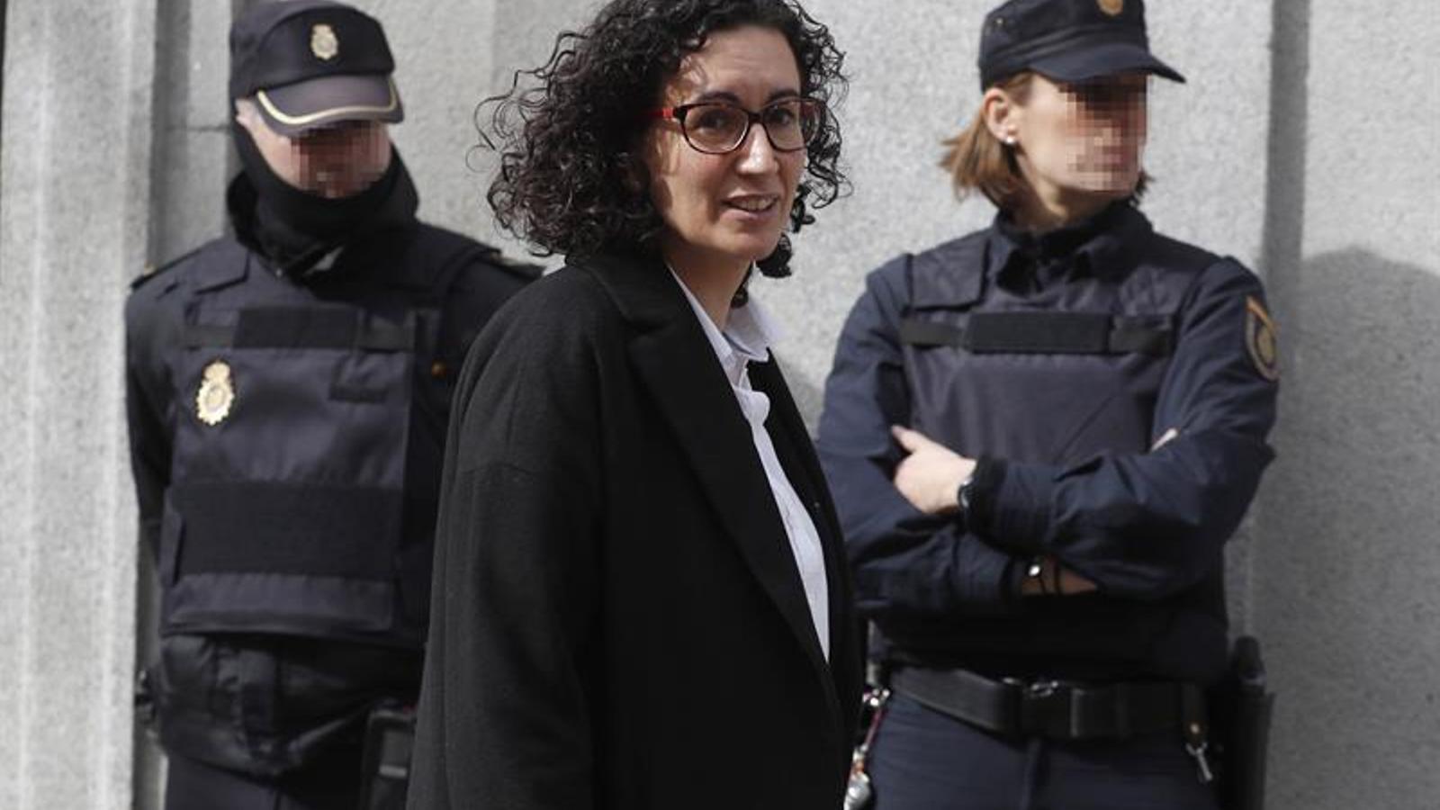 La secretària general d'ERC, Marta Rovira, abans d'entrar al Suprem
