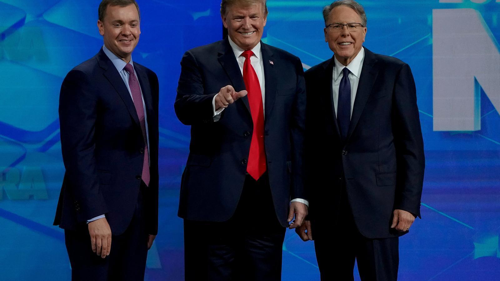 Trump desenfunda per defensar l'Associació del Rifle