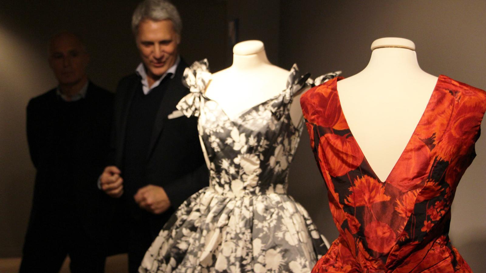 Enrico Quinto i Paolo Tinarelli durant la visita guiada a l'exposició 'La moda als anys 60: de l'entusiasme a la realitat'. / T. N. (ANA)