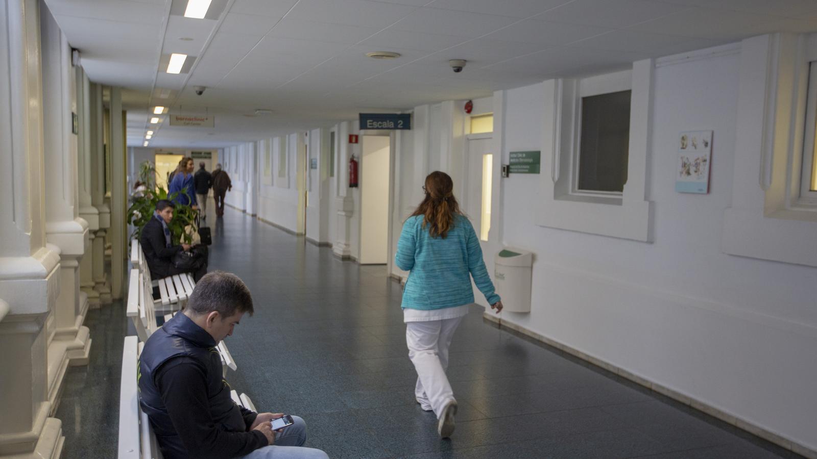 Imatge d'arxiu dels passadissos de l'Hospital Clínic