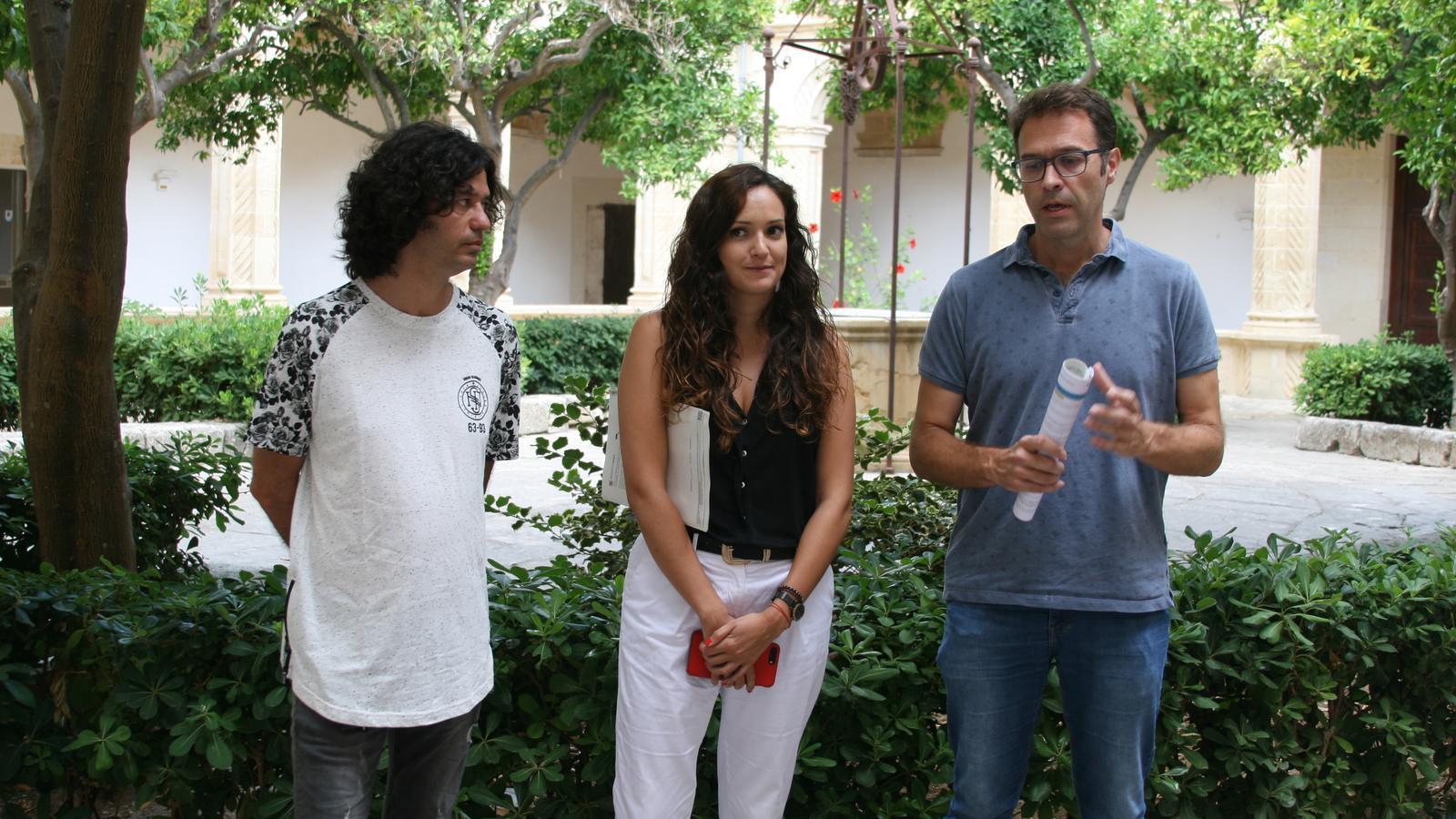 Grimalt, Hinojosa i Oliver durant la presentació dels projectes que aspiren a ser finançats amb l'ecotaxa.