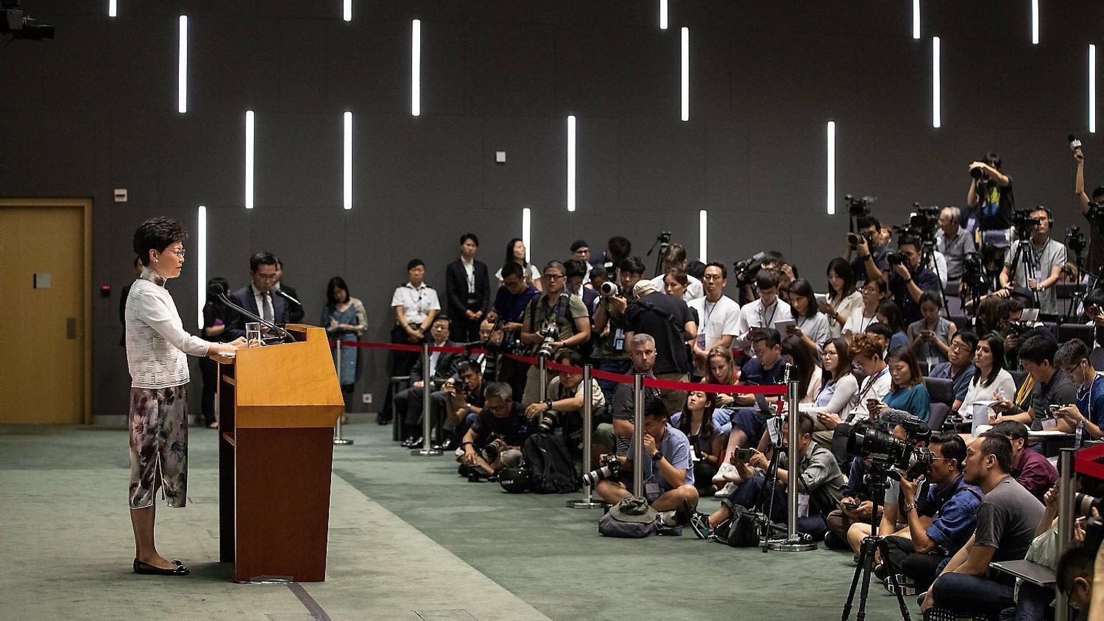 Hong Kong rectifica i suspèn la polèmica llei d'extradició