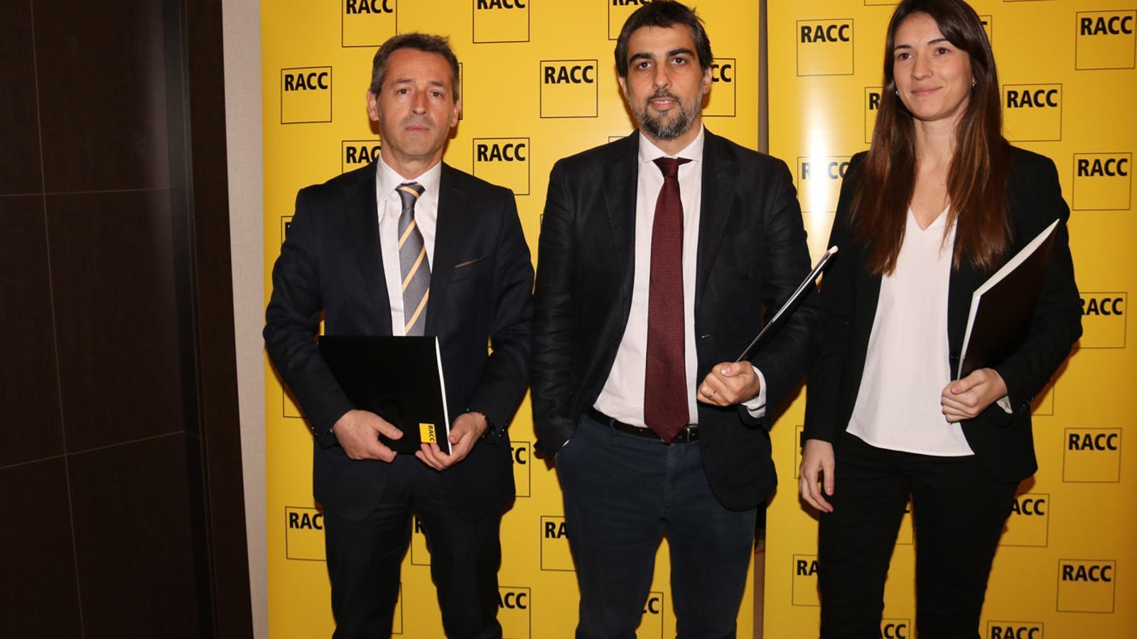 D'esquerra a dreta, Josep M. Flotats, Lluís Puerto i Alba Rey, en la presentació del segon estudi del RACC sobre senyalització viària al Pirineu. / RACC