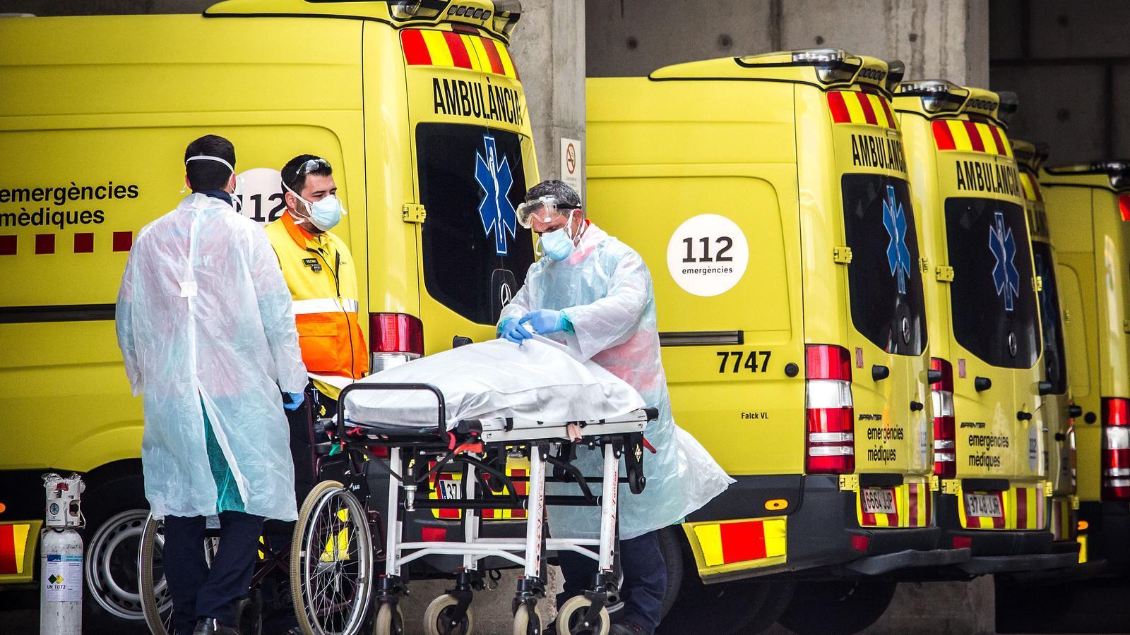 Personal sanitari a les urgències de l'Hospital de Bellvitge
