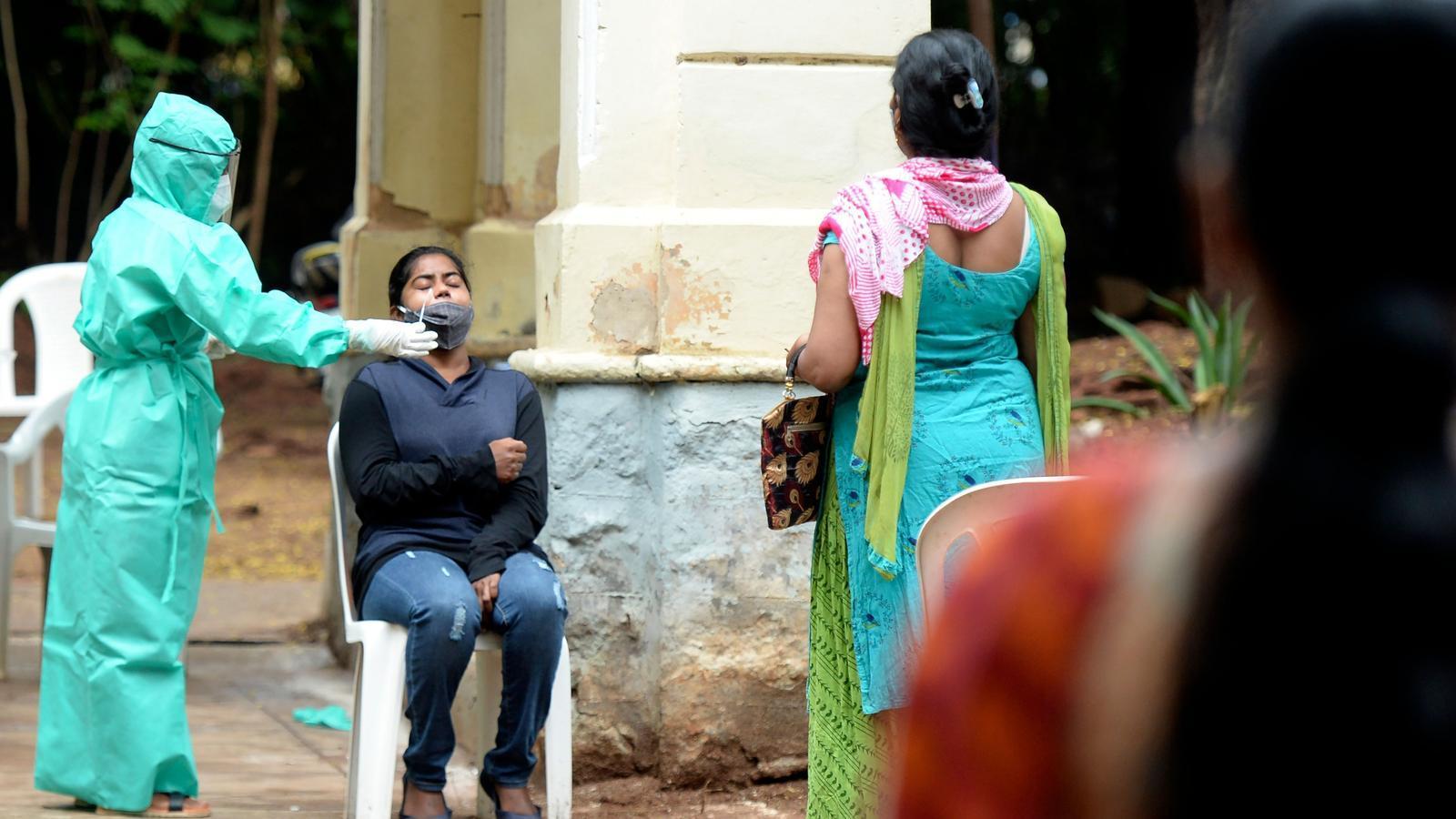 Proves de Covid-19 a Hyderabad, Índia.