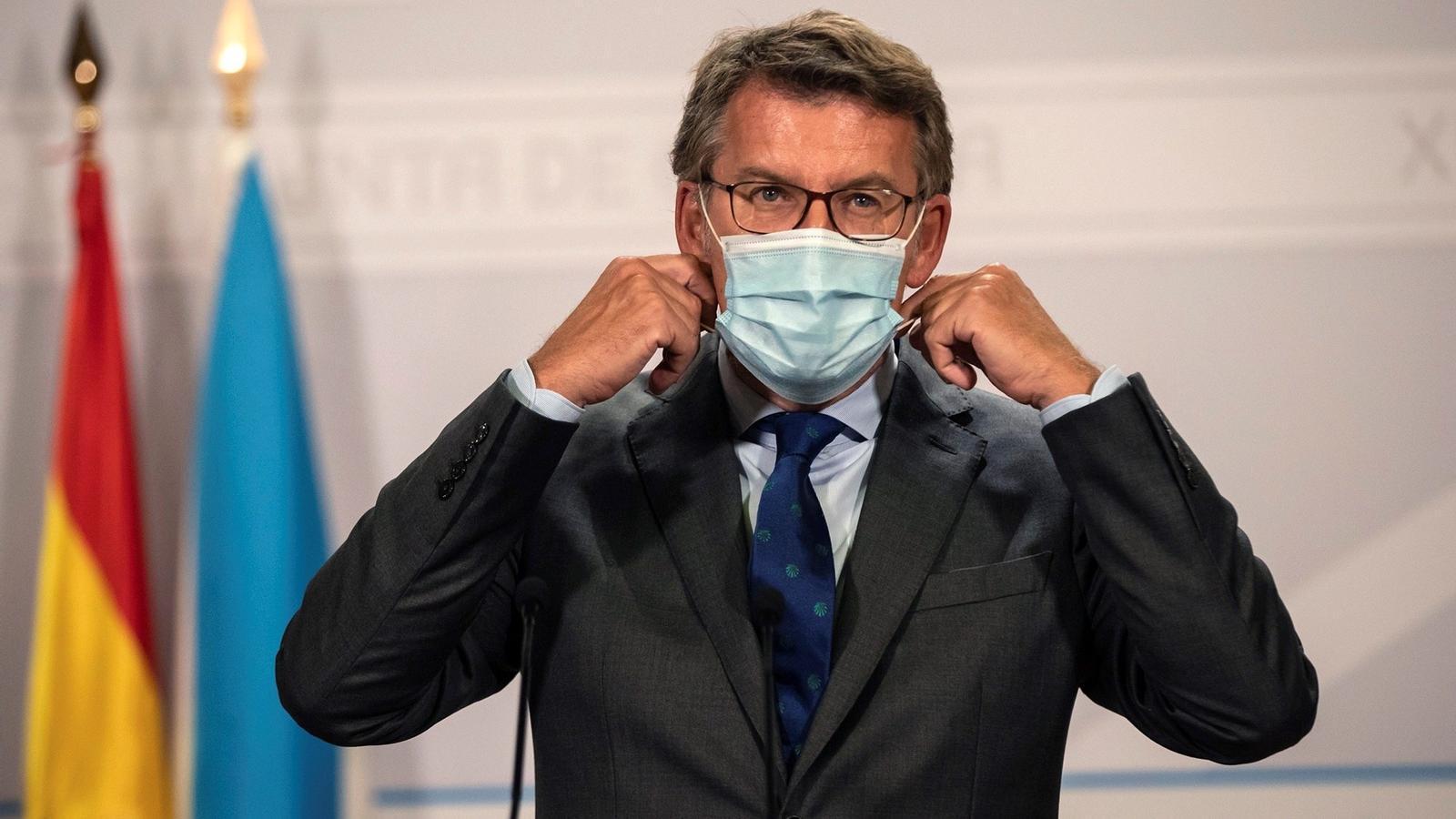 El president gallec, Alberto Nuñez Feijó, durant la compareixença en la que ha anunciat que aposta per prohibir fumar al carrer si no es manté la distància de seguretat