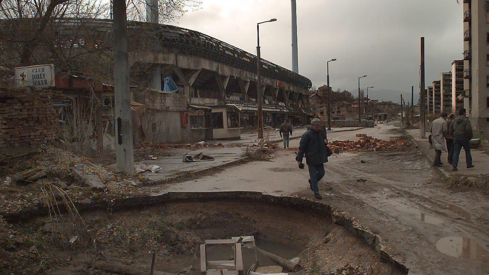 L'estadi de Grbavica, el 1996, després de ser destrossat per la Guerra dels Balcans.