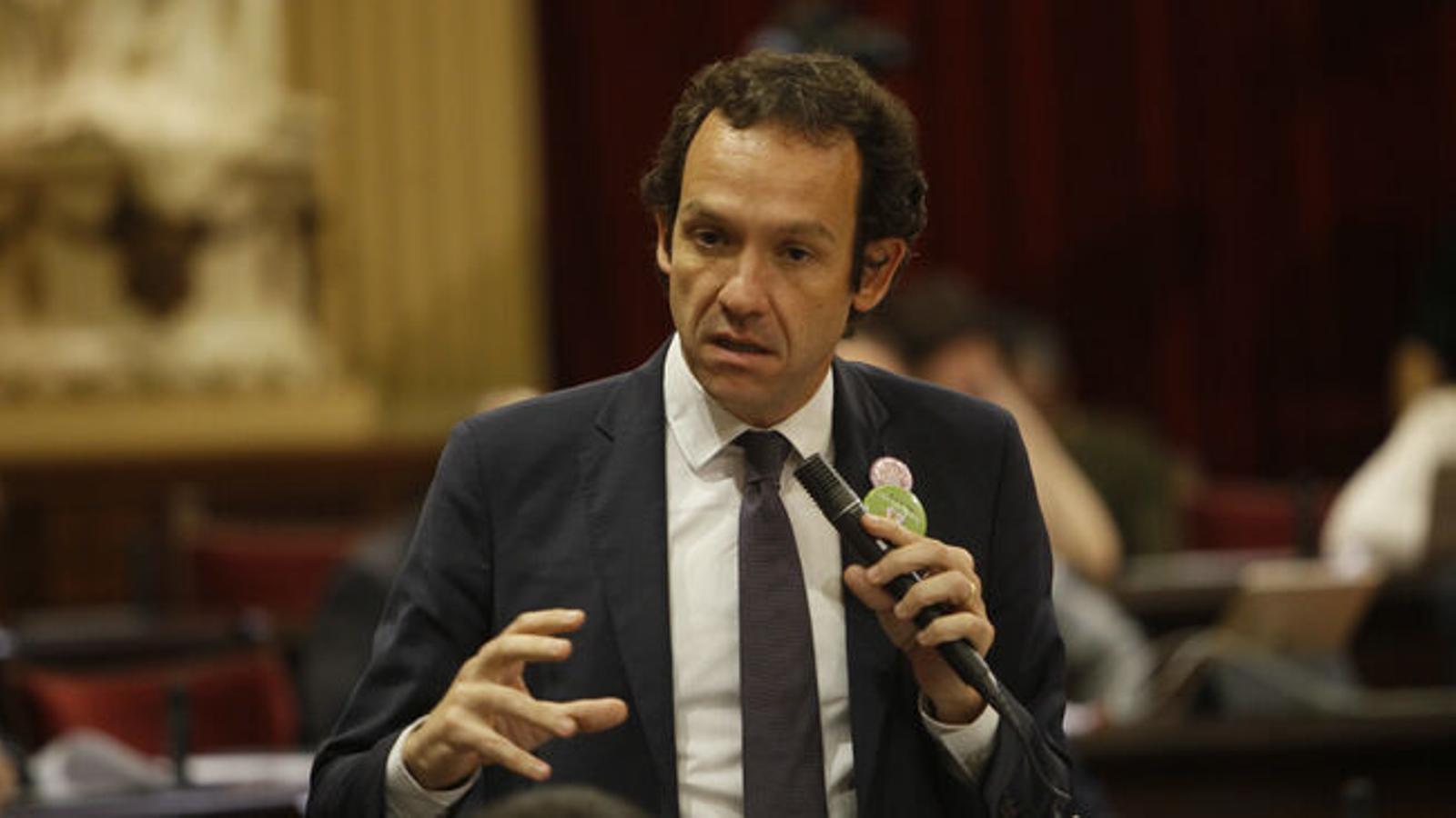 El conseller Marc Pons en el Parlament en una foto d'arxiu.