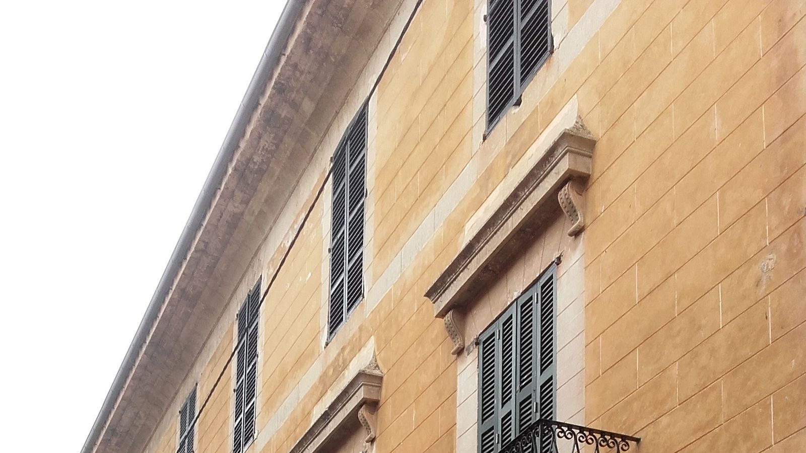 La Institució pública Mossèn Alcover de Manacor es troba tancada per manca de corrent elèctrica.