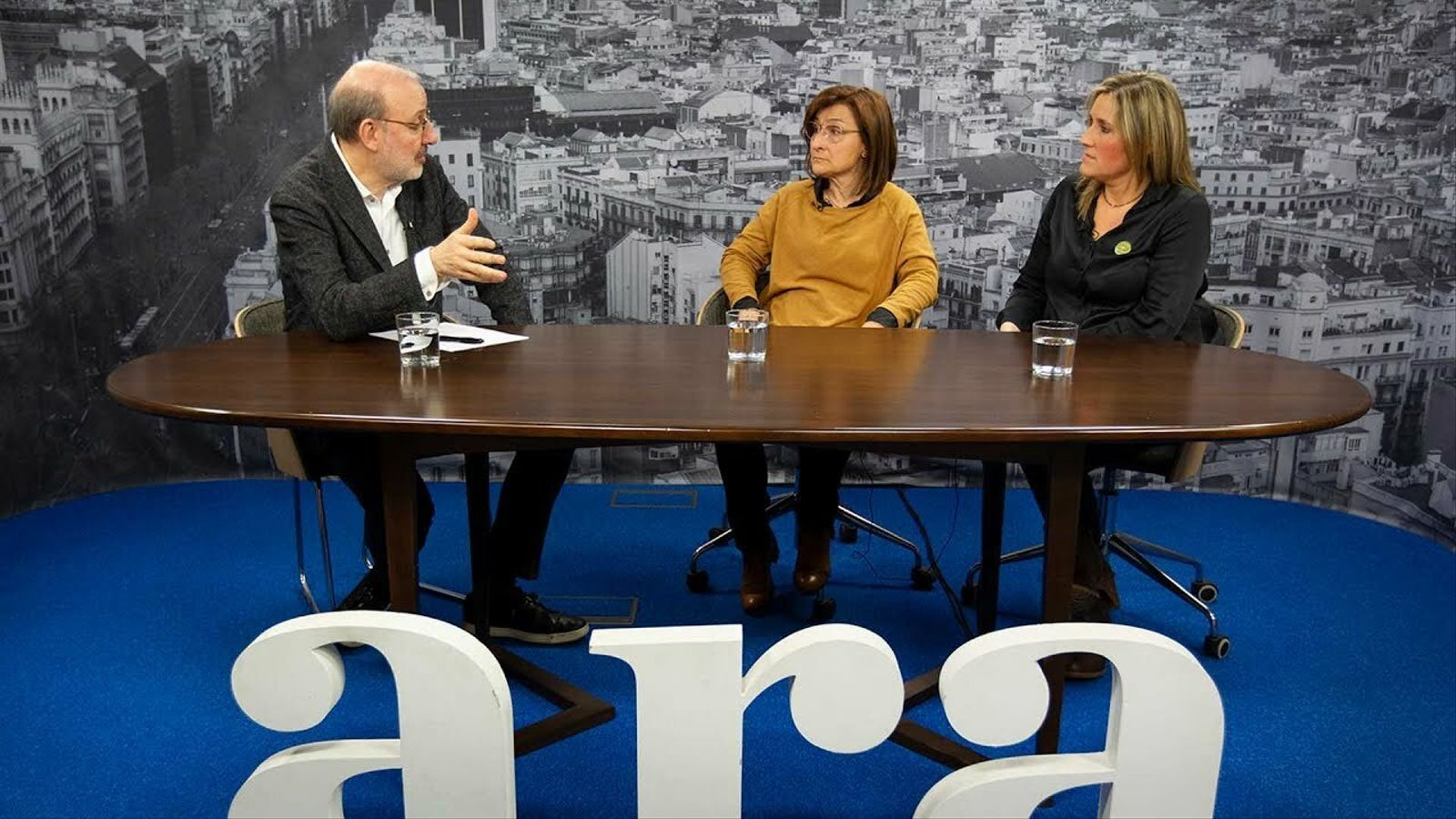 Entrevista d'Antoni Bassas a Dolors Català i Raquel Serrat