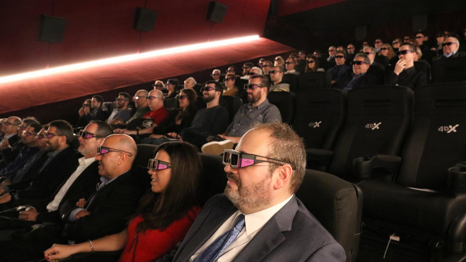 Assistents en la primera sala de cine 4DX de Catalunya