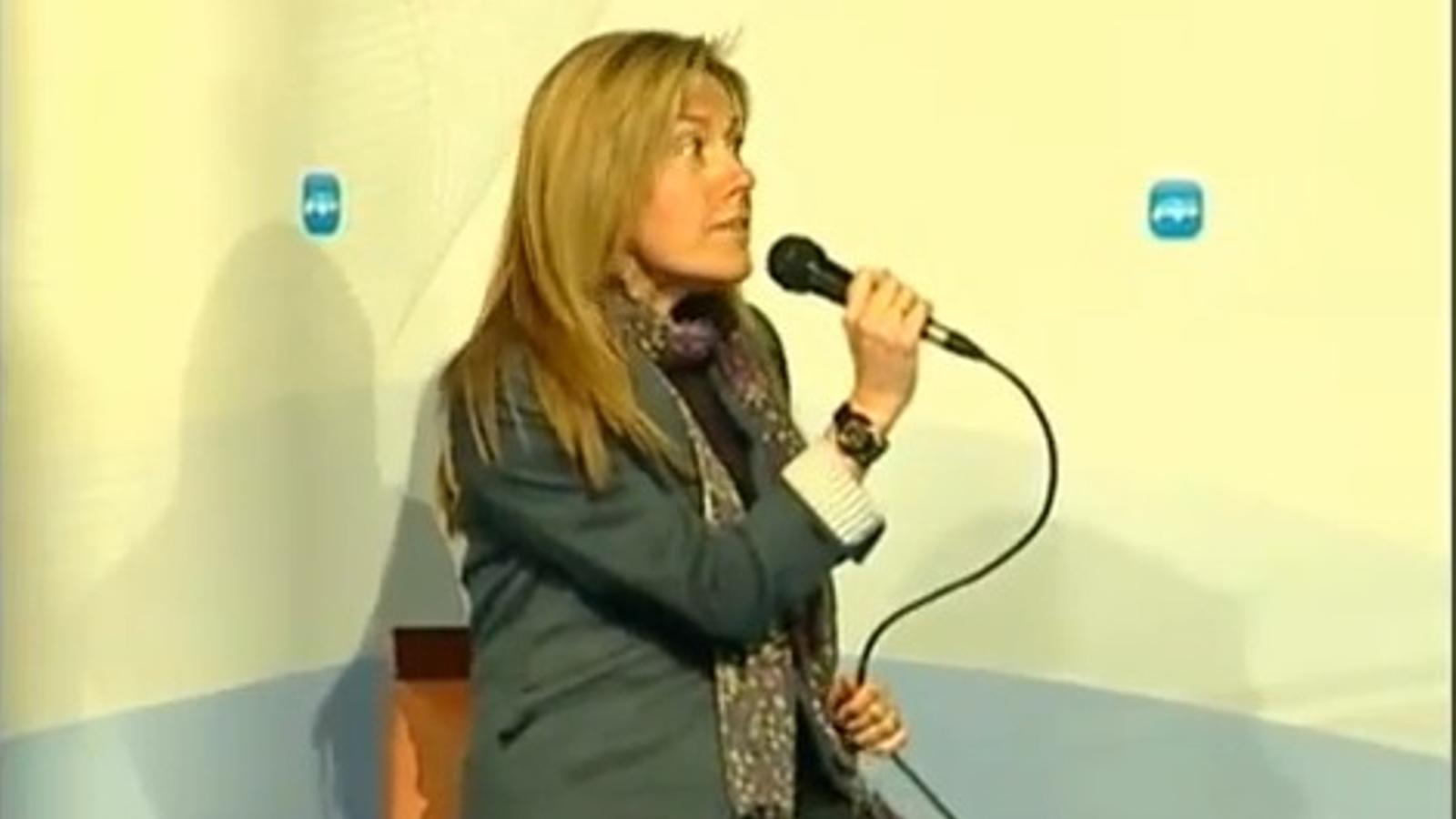 Un diputada del PP canta Zapatero fue un error a duo amb un concursant d'OT