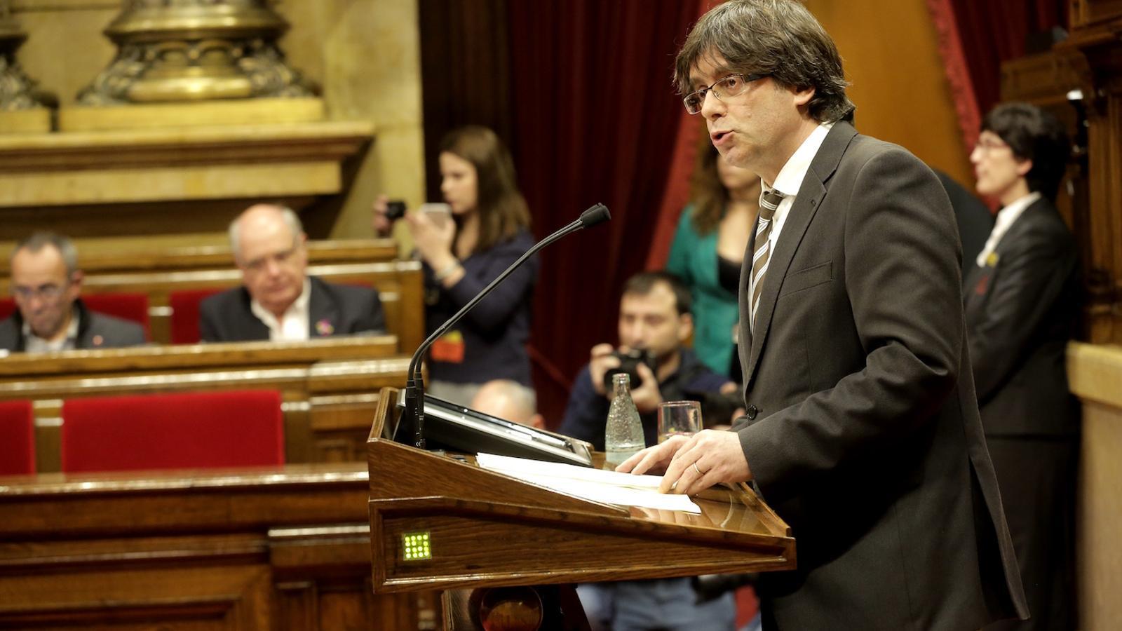 Carles Puigdemont en el discurs d'investidura com a president de la Generalitat, al Parlament / MANOLO GARCÍA
