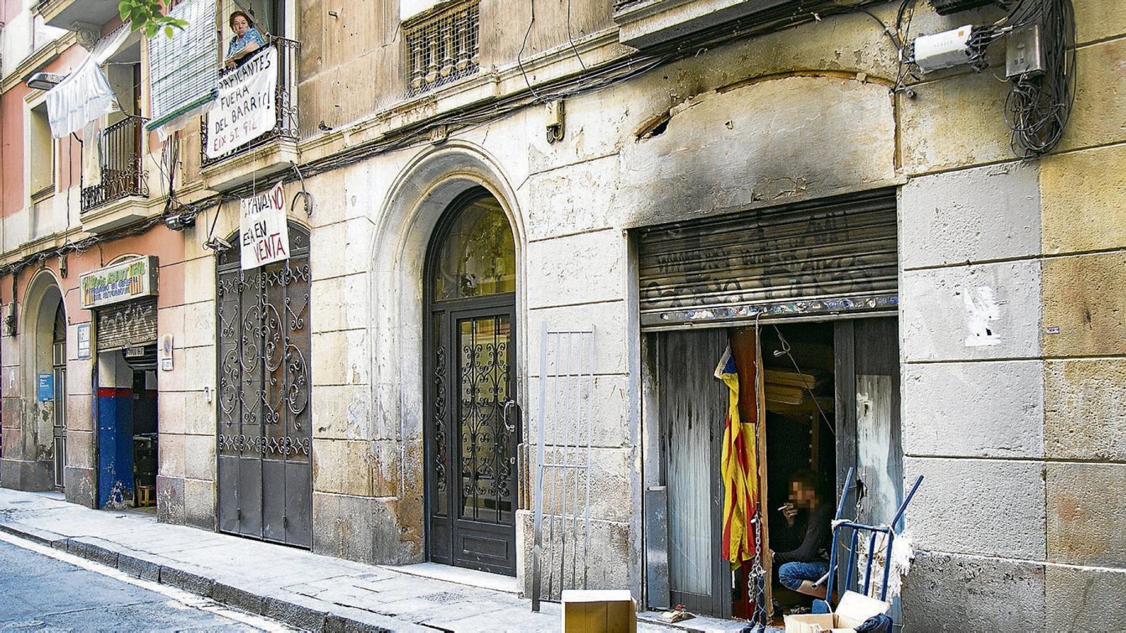 Nou pisos de l'Ajuntament s'utilitzen com a narcopisos al Raval amb el permís dels inquilins