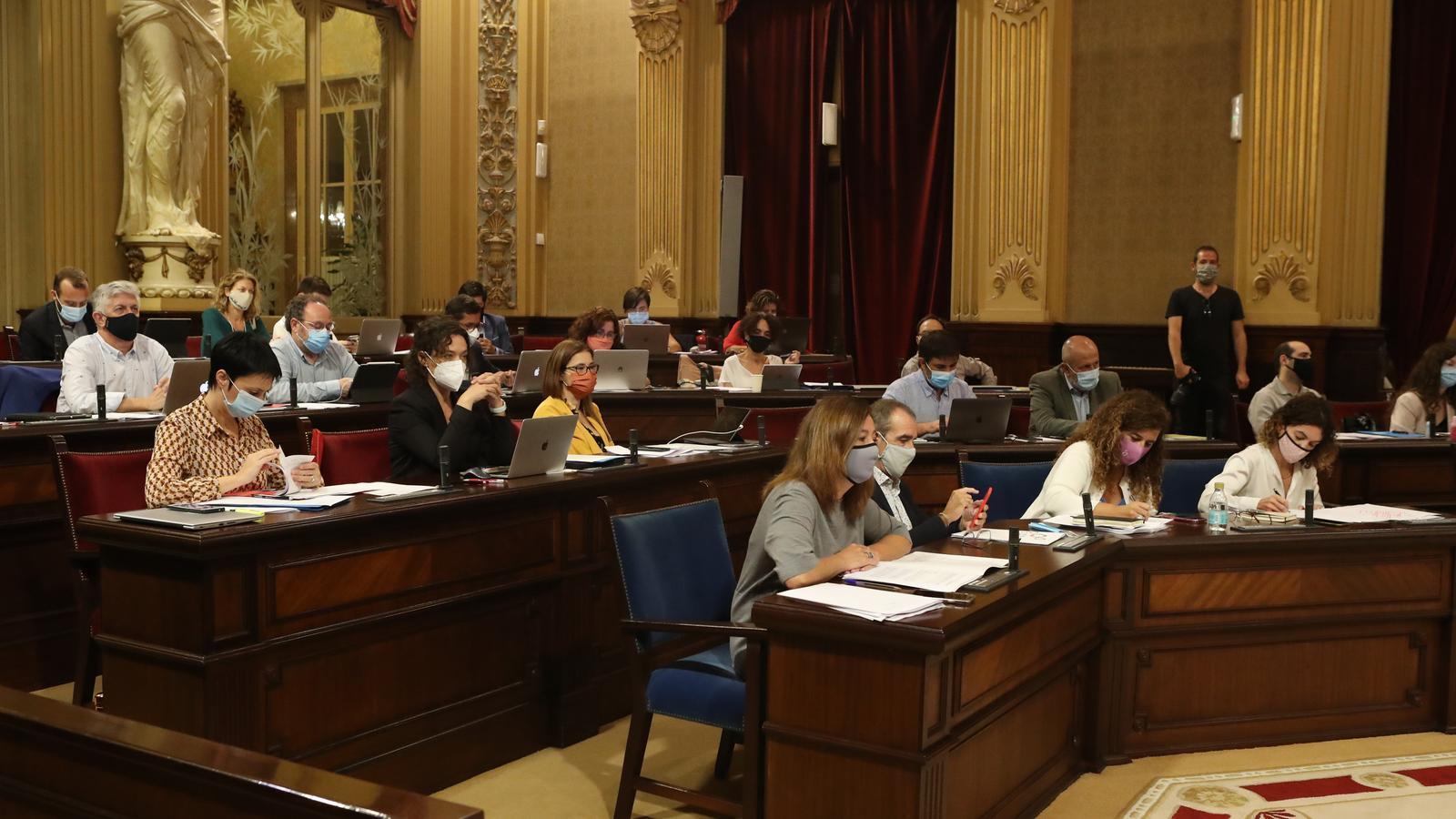 La presidenta del Govern, Francina Armengol, durant el ple d'aquest dimarts