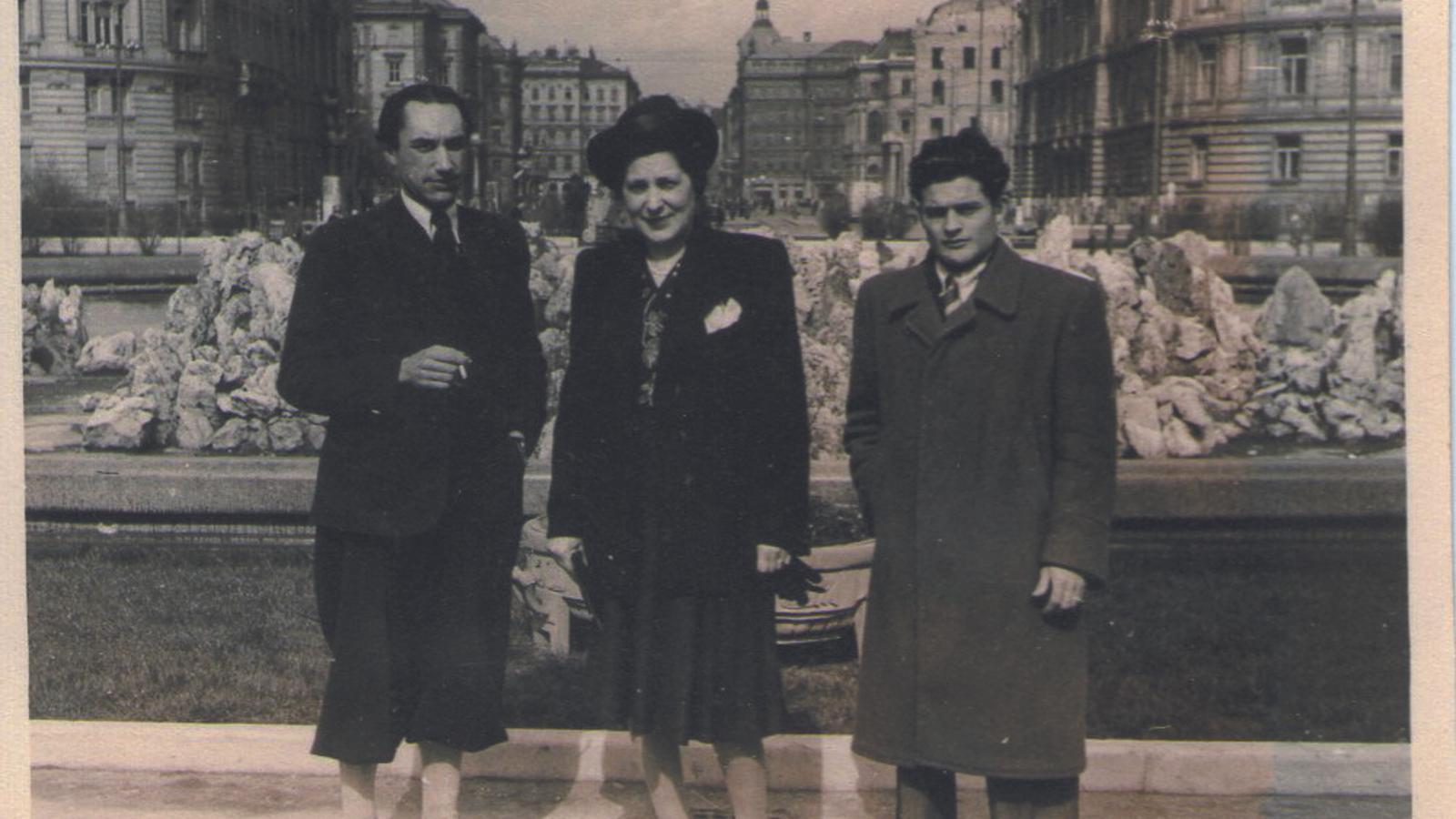 Orquín amb la seva esposa i un amic a Viena / FAMÍLIA GRZONA-ORQUÍN