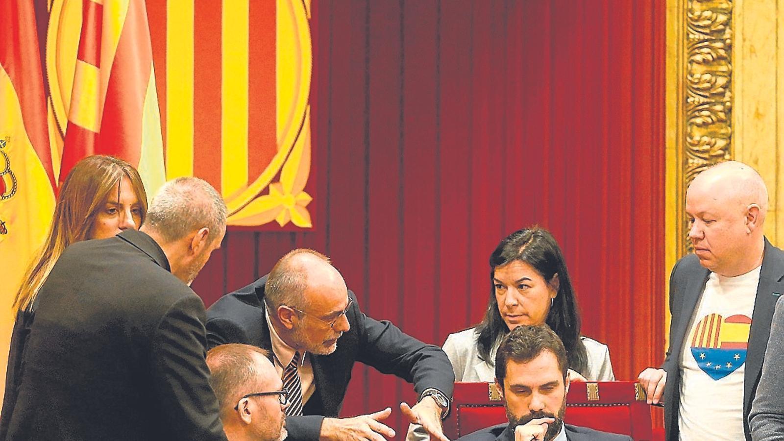 La mesa del Parlament va instar Antoni Bayona, ex lletrat major, a redactar l'escrit al TC