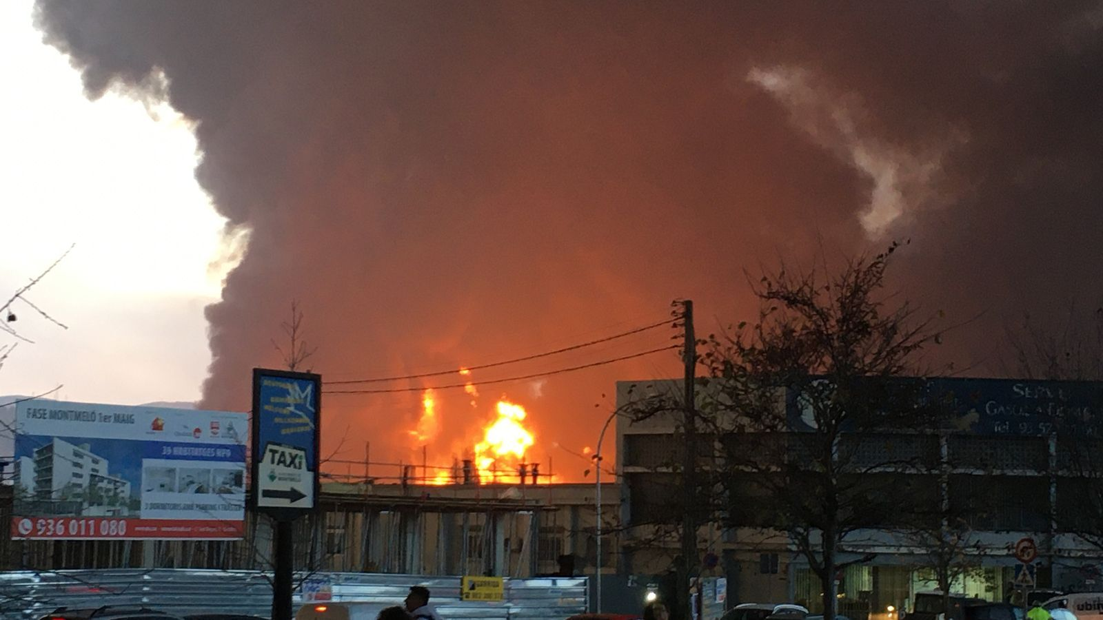 primers moments de l'incendi que afecta les instal·lacions d'una empresa de reciclatge de dissolvents i residus industrials