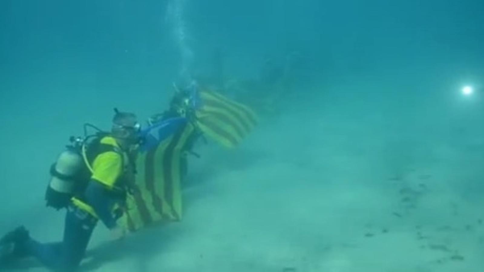 Immersió per la independència a l'Ametlla de Mar