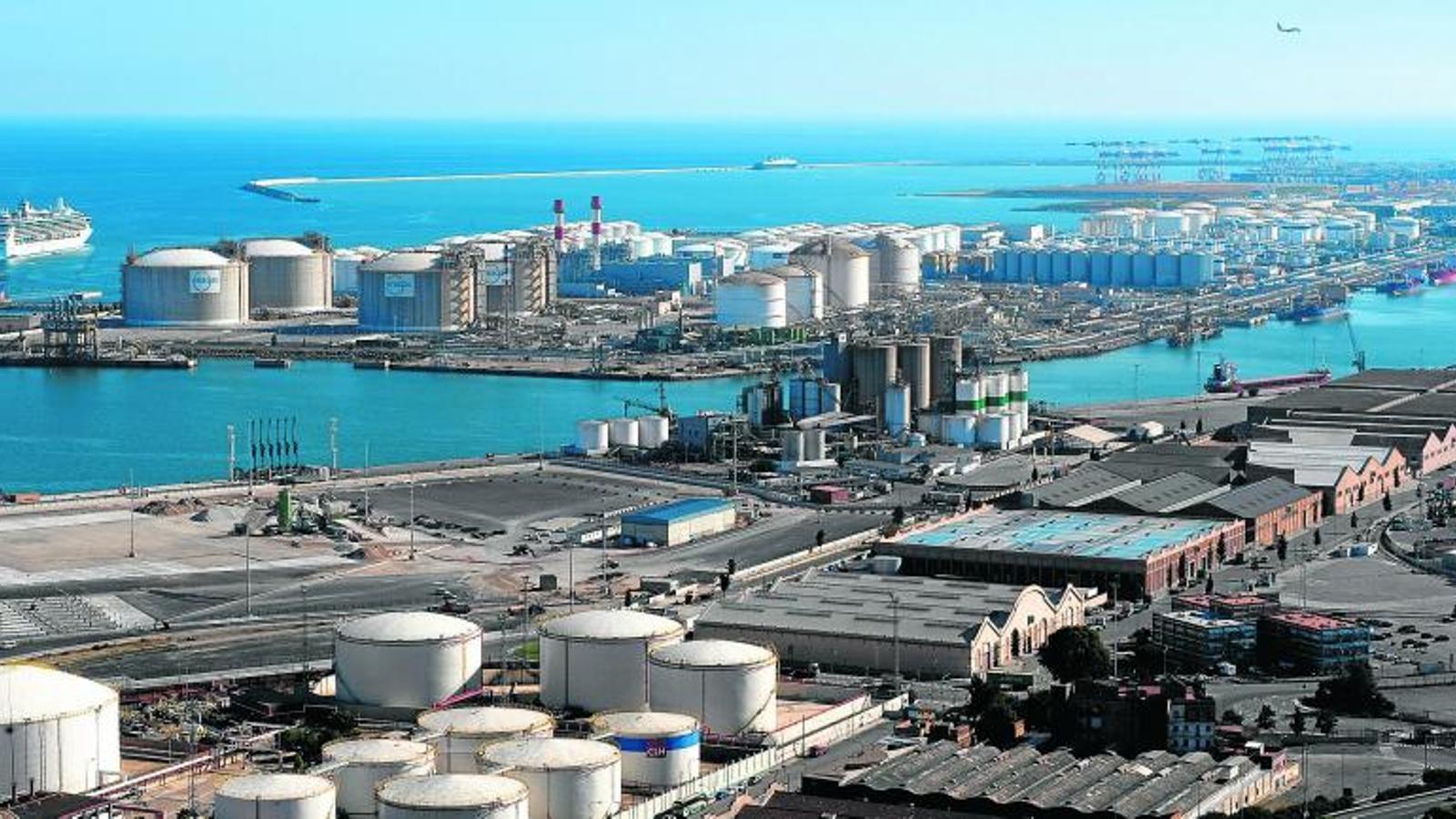IMPULS ECONÒMIC   Els accessos ferroviaris milloraran la competitivitat del port de Barcelona.