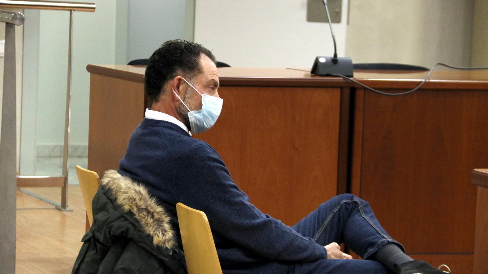 Pla obert de l'acusat d'abusar de discapacitats durant el judici a l'Audiència de Lleida.