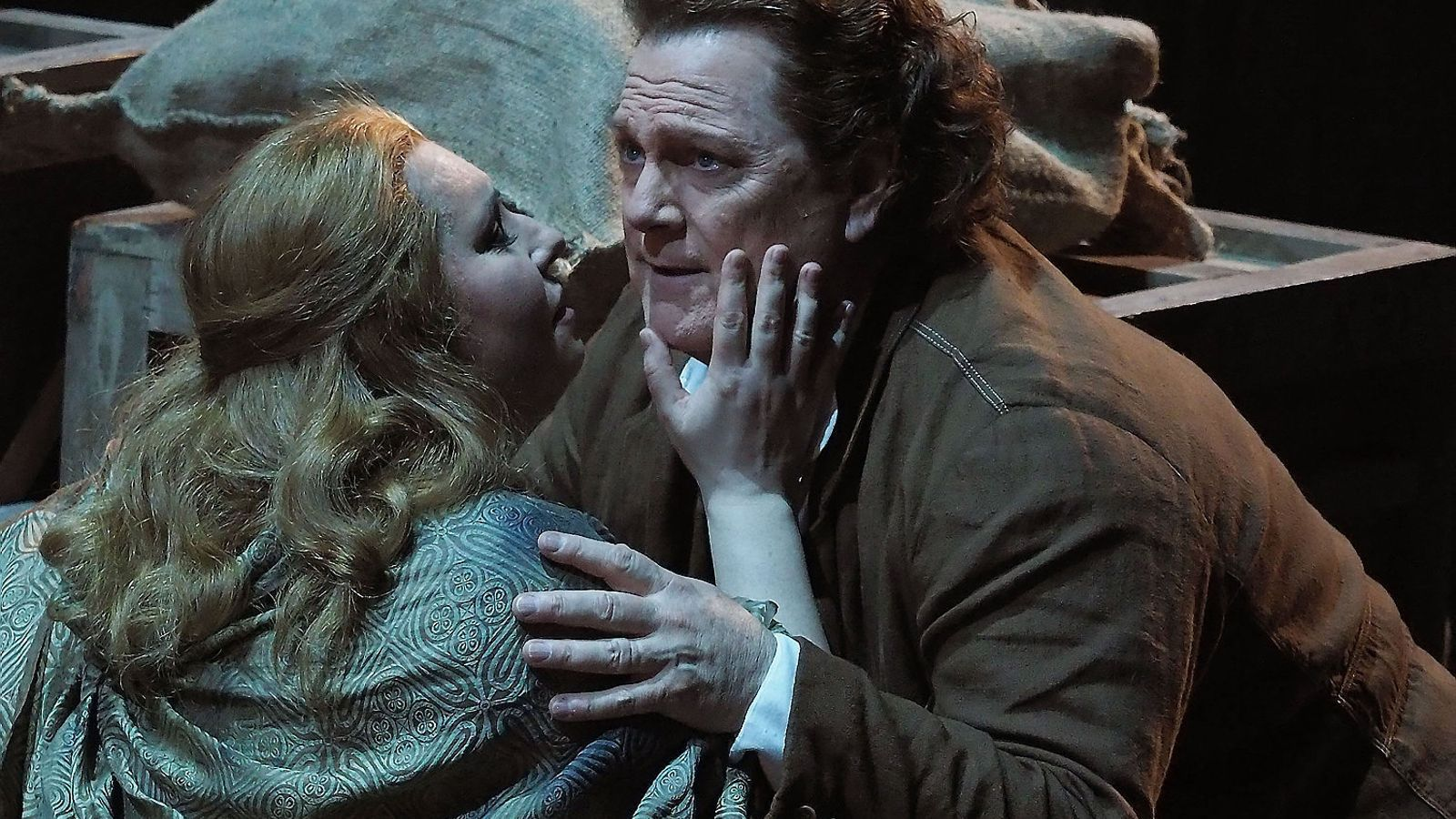 Liudmyla Monastyrska i Gregory Kunde durant una escena de l'òpera Manon Lescaut al Liceu. / A. BOFILL / GRAN TEATRE DEL LICEU